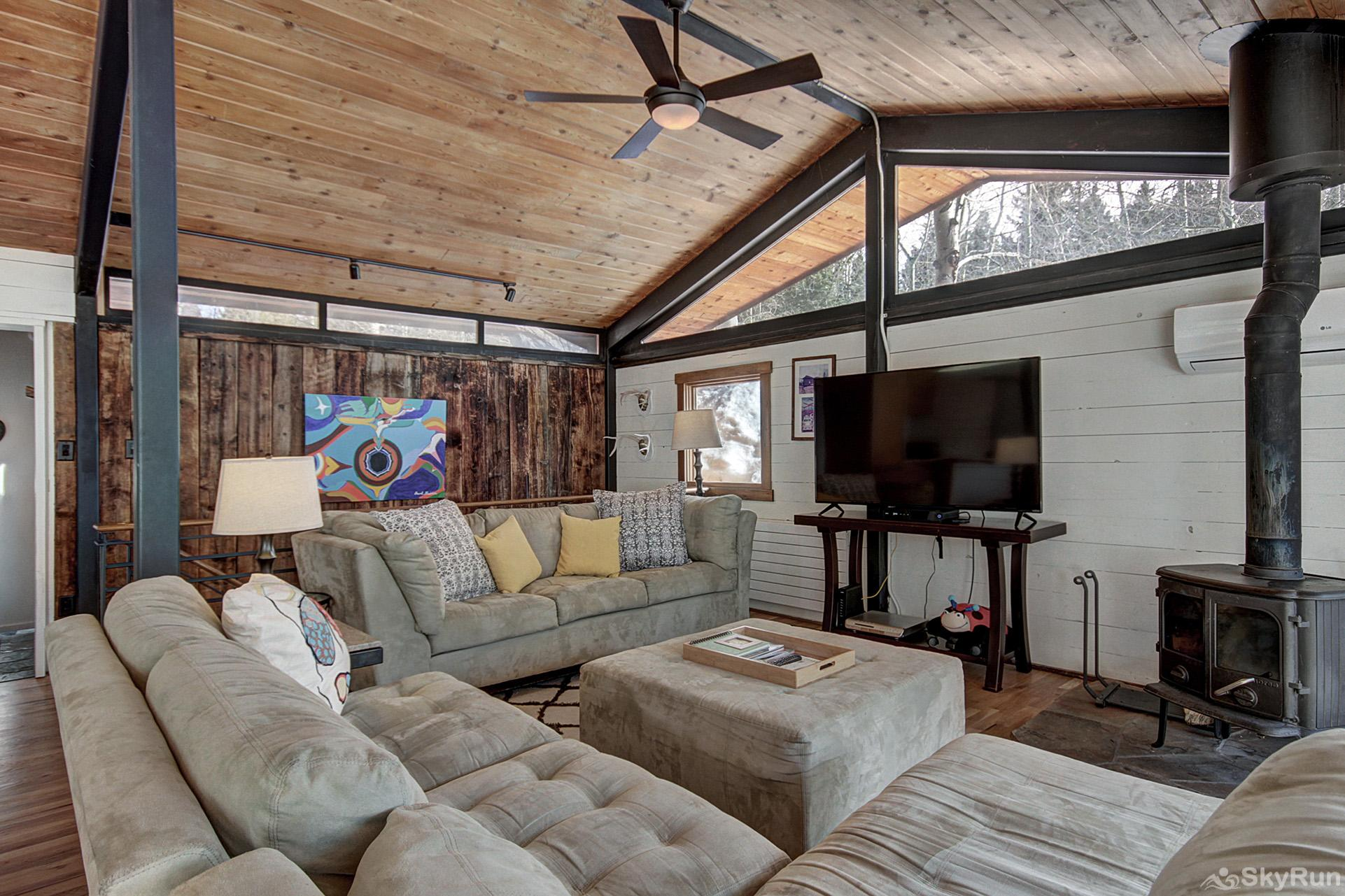 Elk Horn Cabin Spacious living room area with wood fireplace, flat screen TV