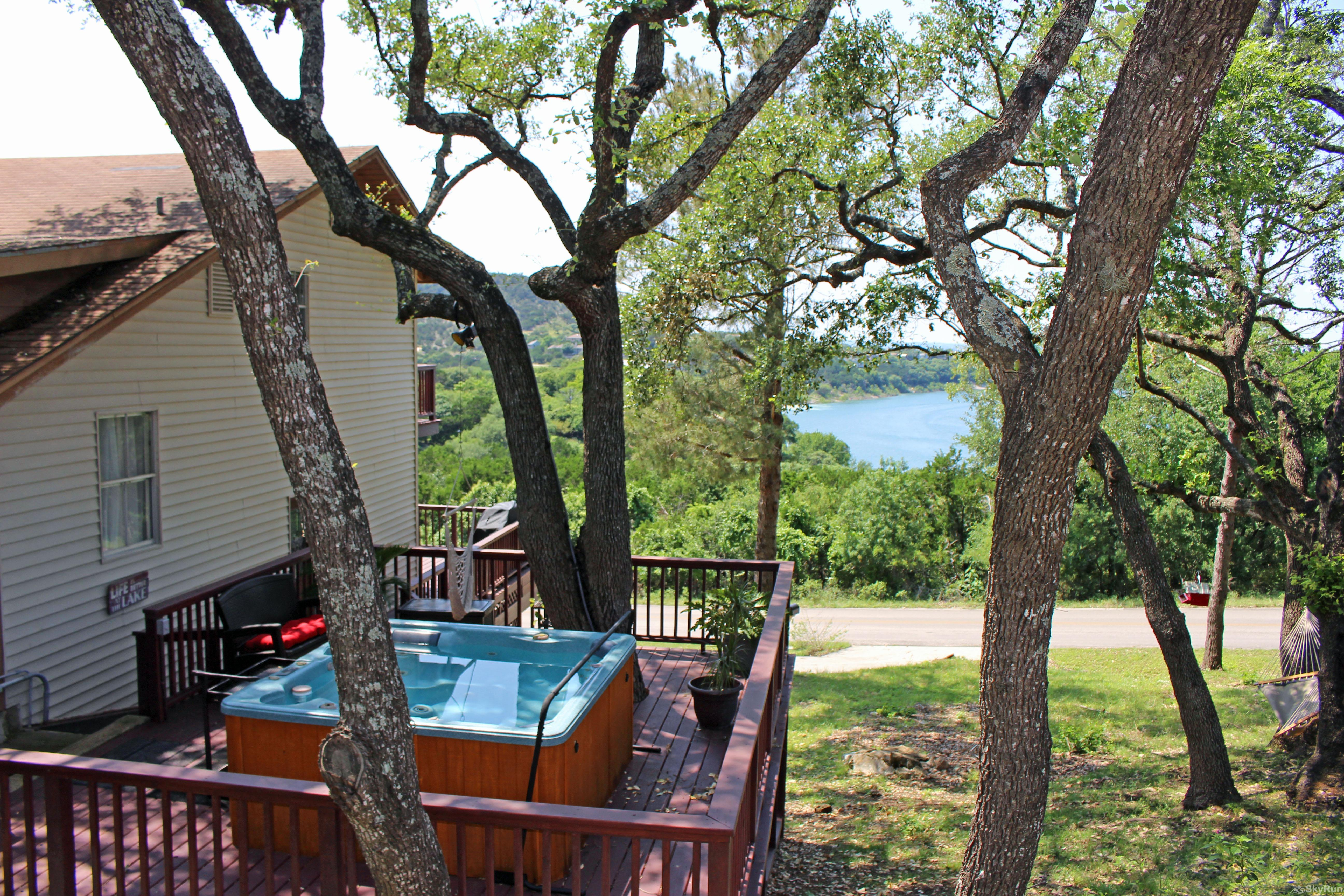 RIVENDELL LODGE Book your Canyon Lake vacation today!