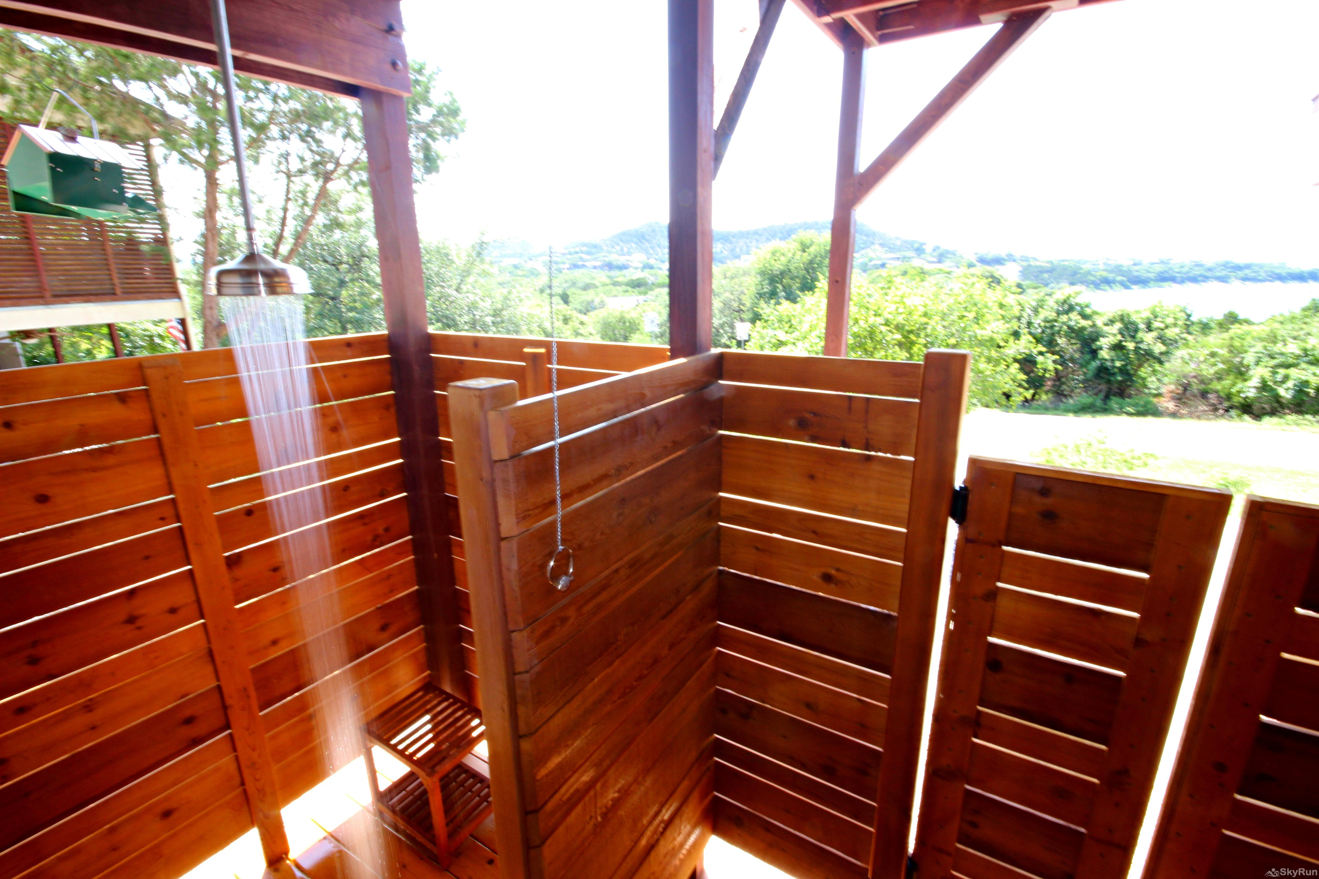 RIVENDELL LODGE Heated outdoor shower