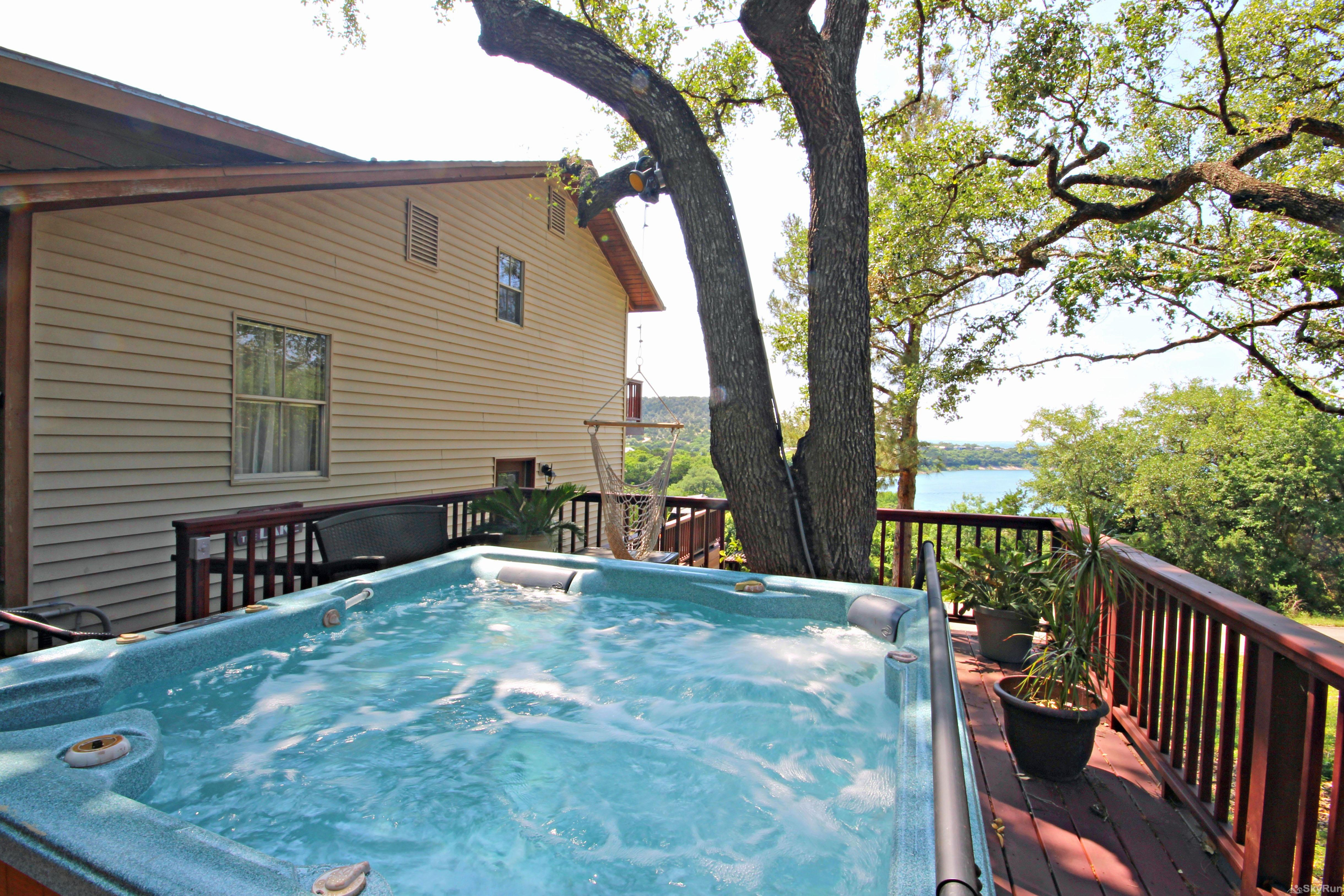 RIVENDELL LODGE Come and enjoy the hot tub and Canyon Lake views