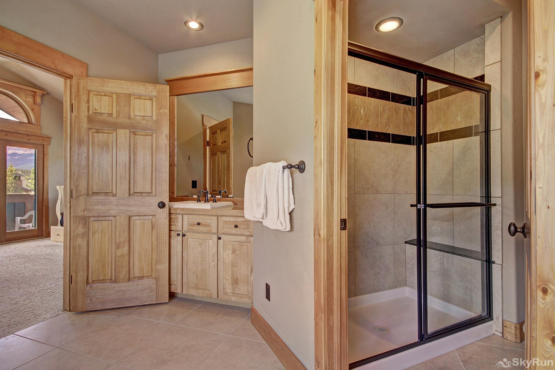 Buffalo Lodge Separate stand up shower