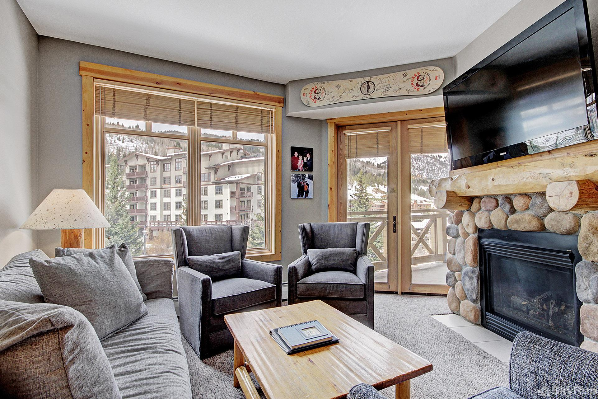 TM325 Tucker Mountain Relax in the Lovely Living Room