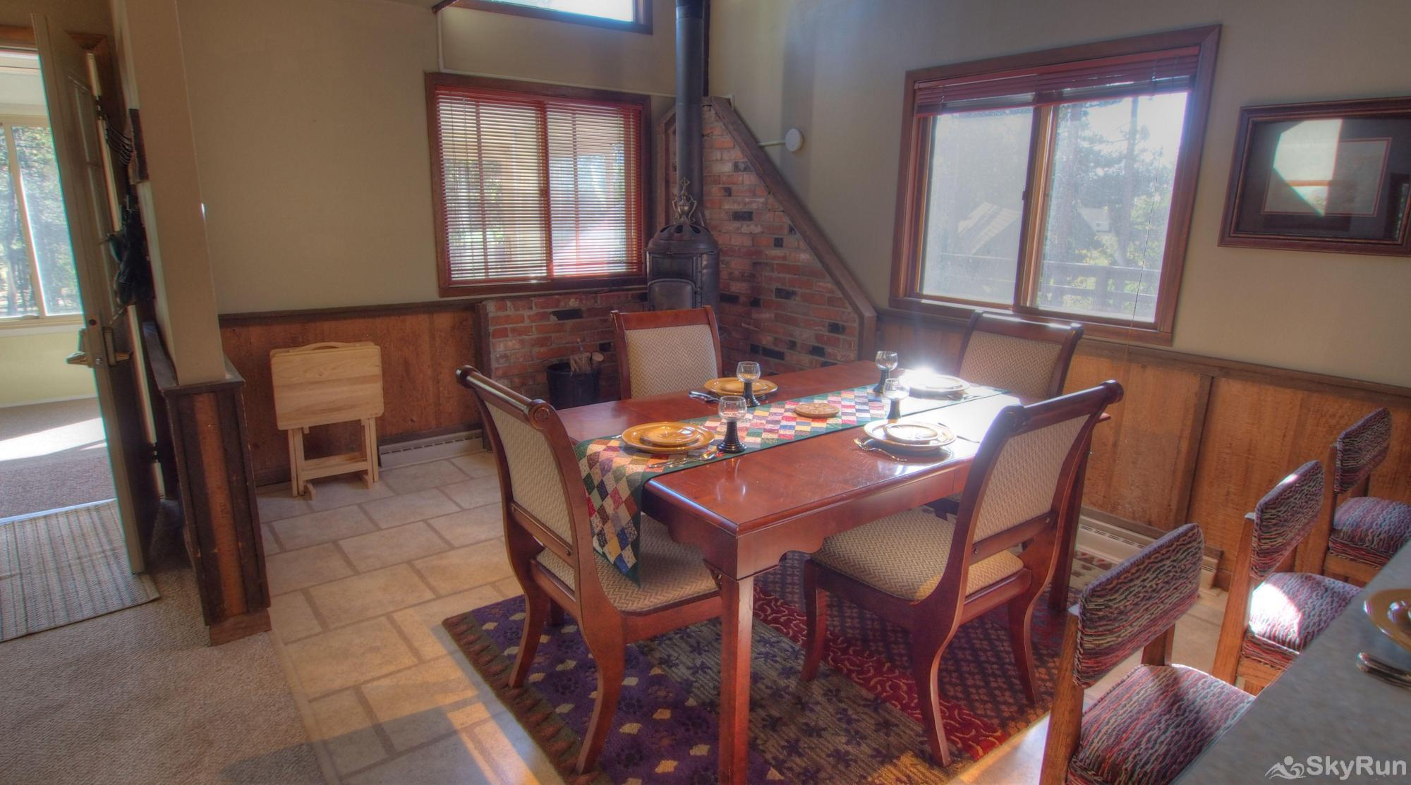 Dory Lakes Cabin Dining area