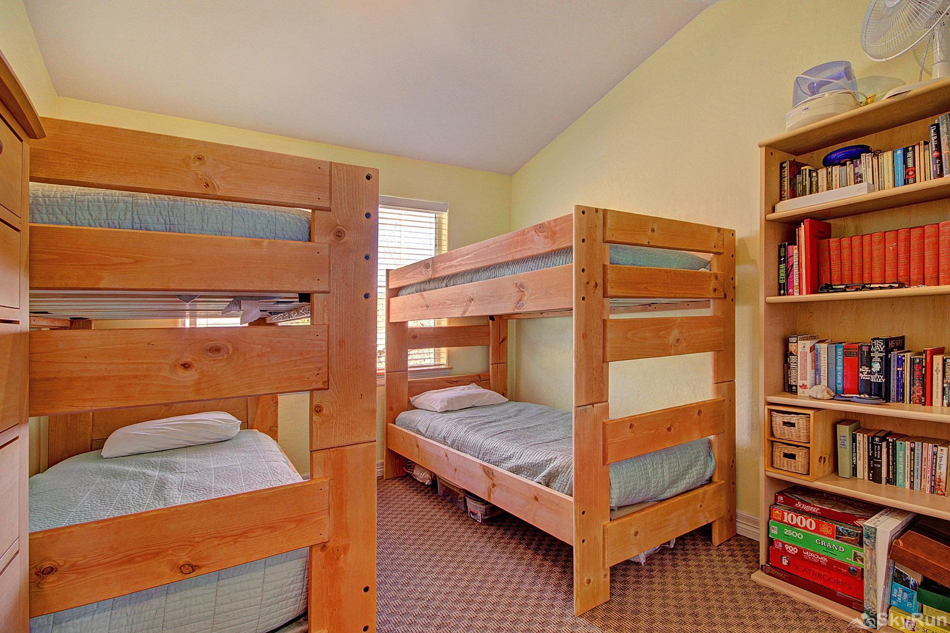 Kingdom Park Retreat Bedroom #2 - Bunk room sleeps 4