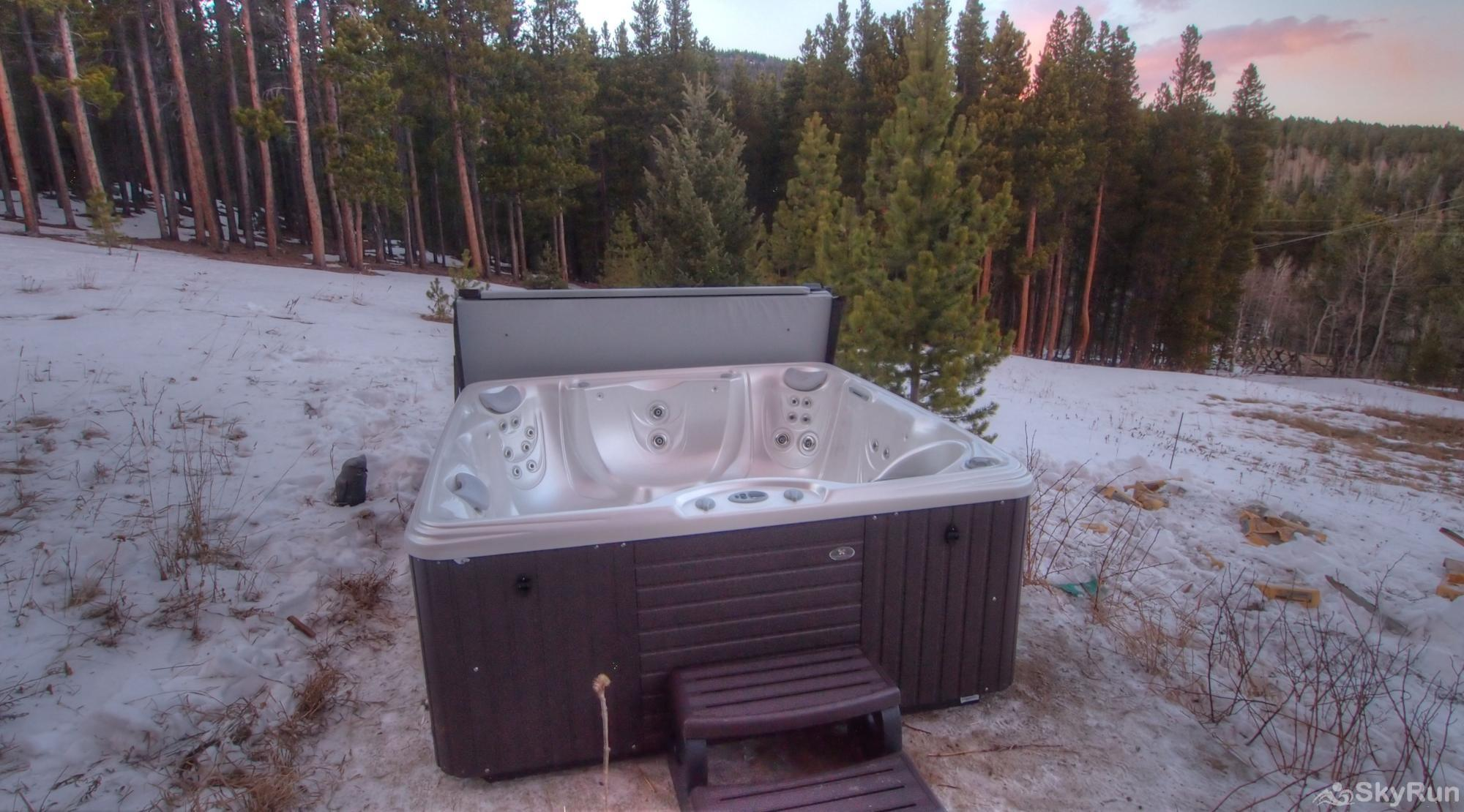 Indian Peaks Lodge Hot Tub