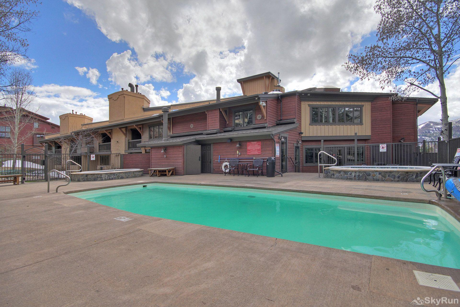 Phoenix 118B You'll have access to an outdoor heated swimming pool and 2 hot tubs.