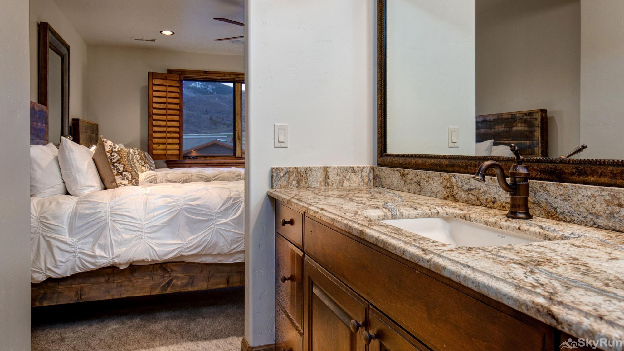 Mountain Home Retreat 1235H Upper Luxury Bath