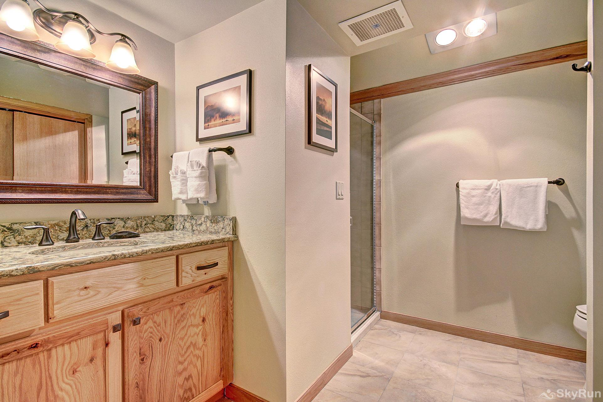 413 Ski Run En-suite Bathroom