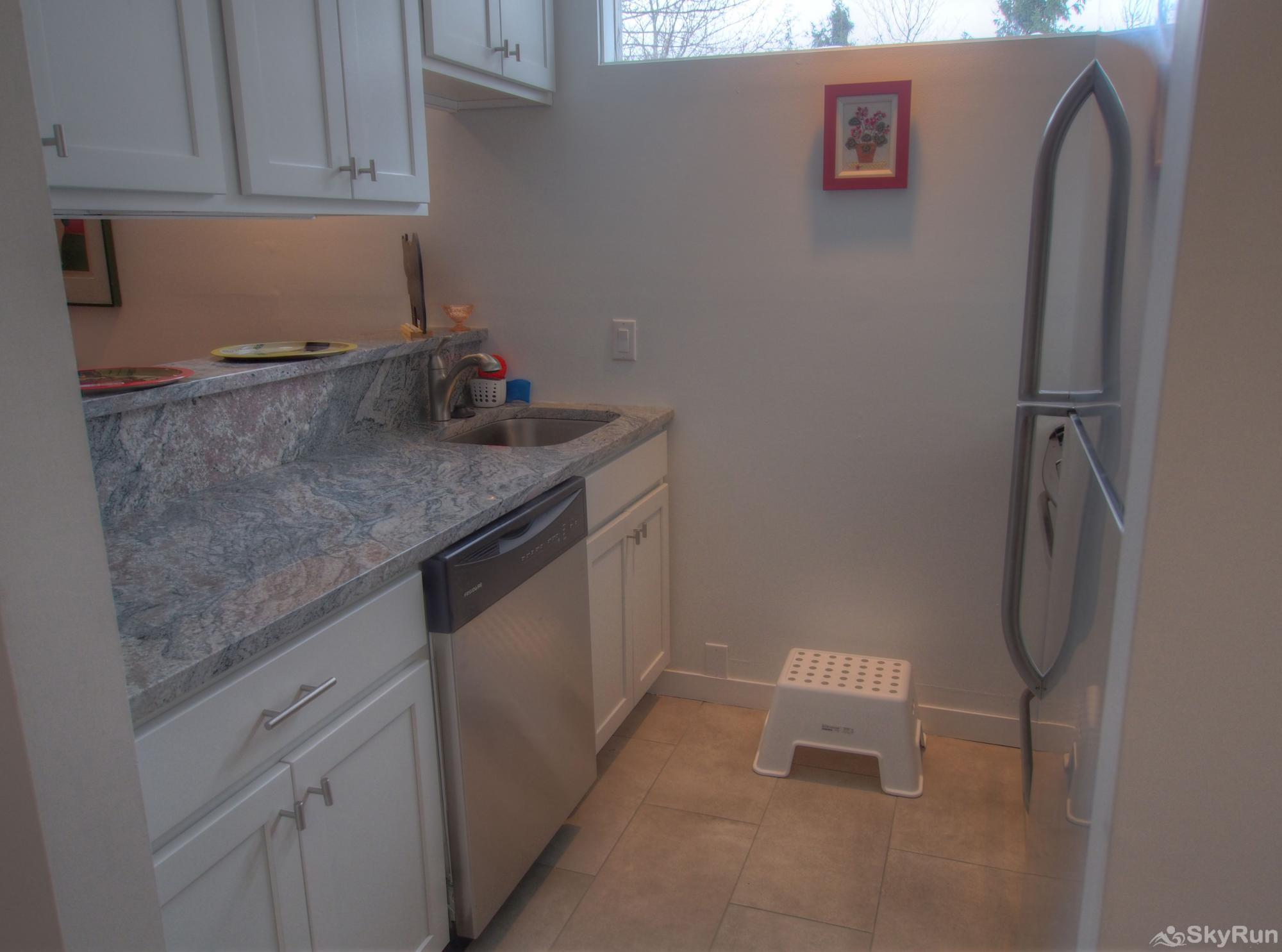19 Village Run Updated kitchen with dishwasher