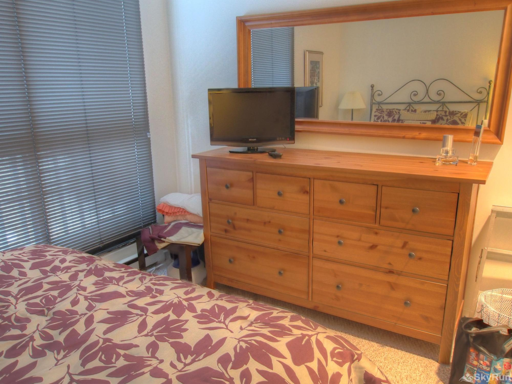19 Village Run Bedroom with dresser and tv