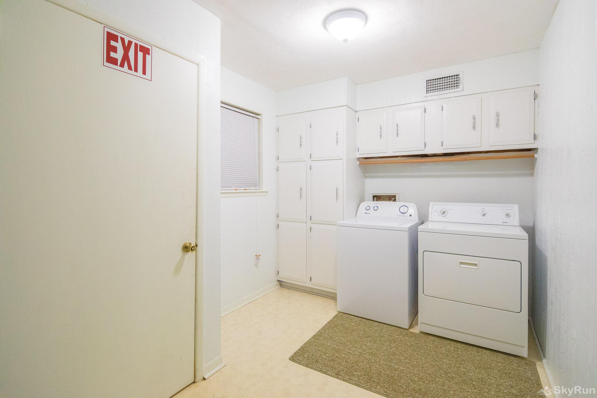 TEXAS ROSE LODGE Laundry room available for guest use