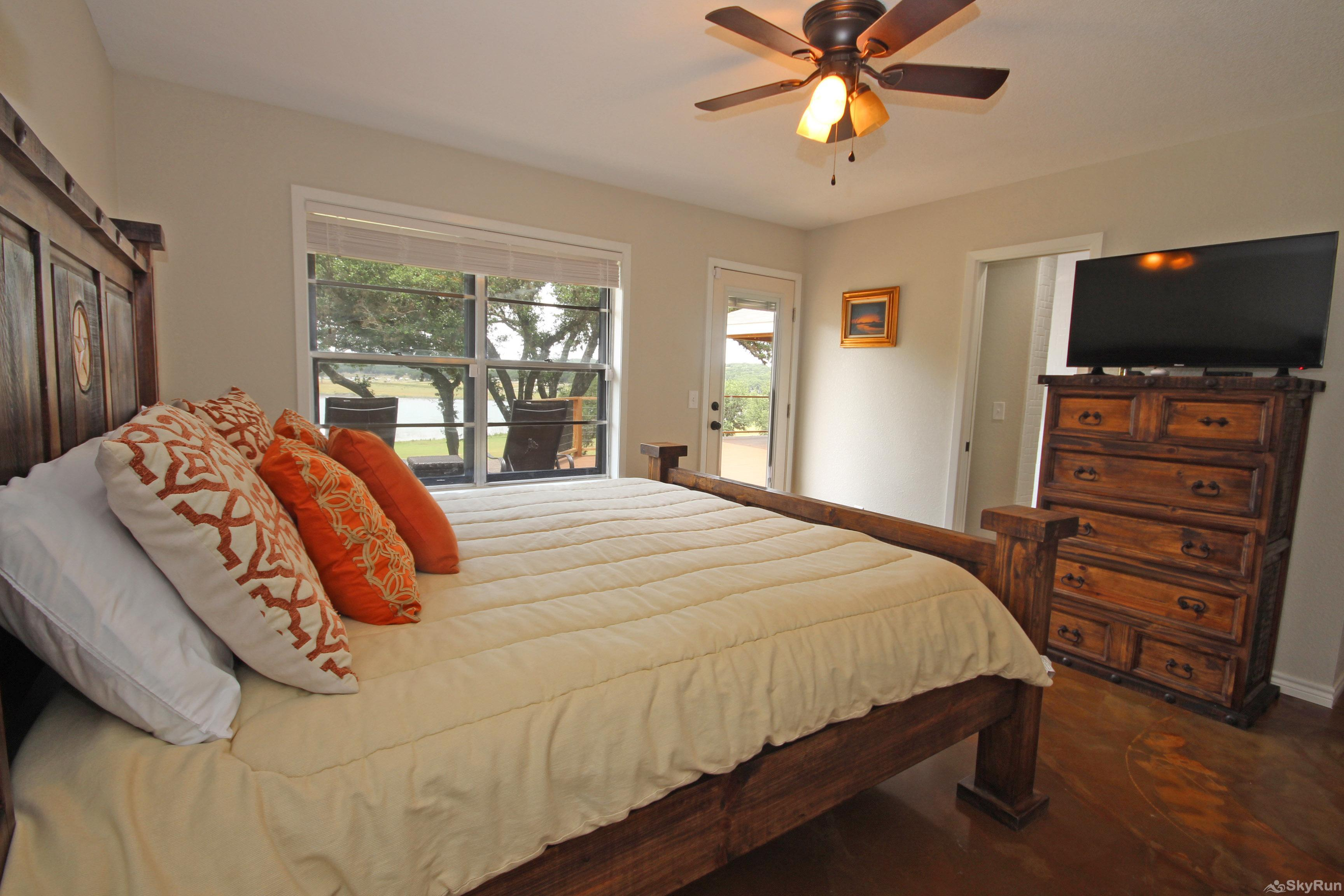 SUNSET VISTAS Lovely Master Bedroom with King Bed, HDTV, and Lake View