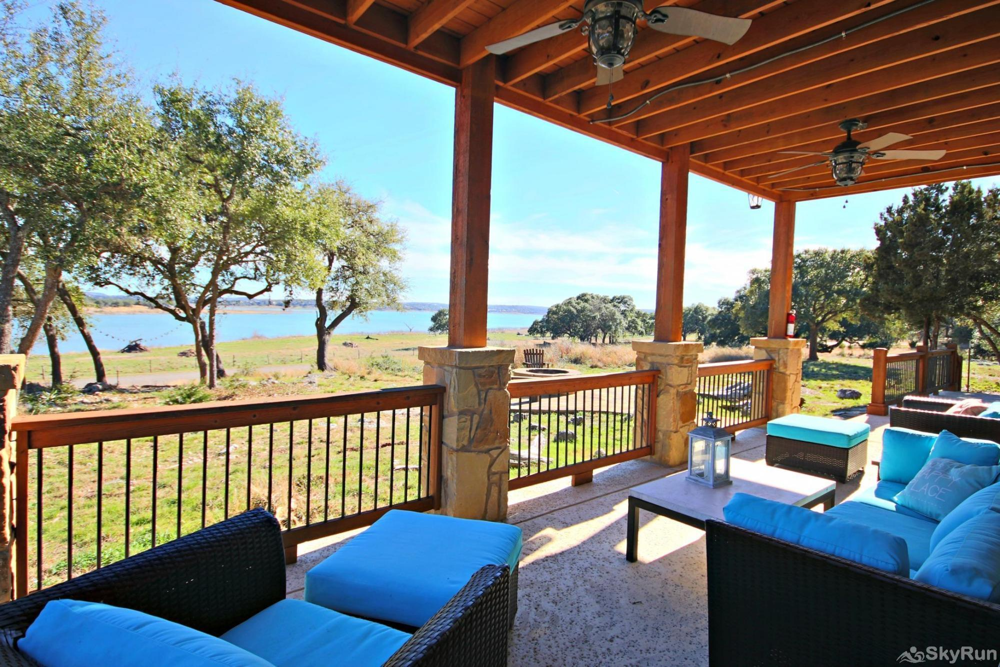 WINE DOWN LAKE ESCAPE Enjoy Canyon Lake from the Lower Level Patio
