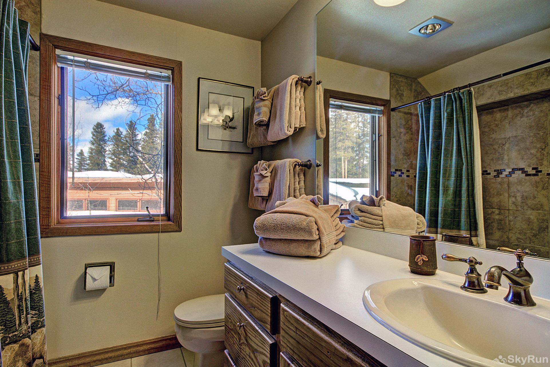 Gold King Lodge Upper Level Shared Bathroom