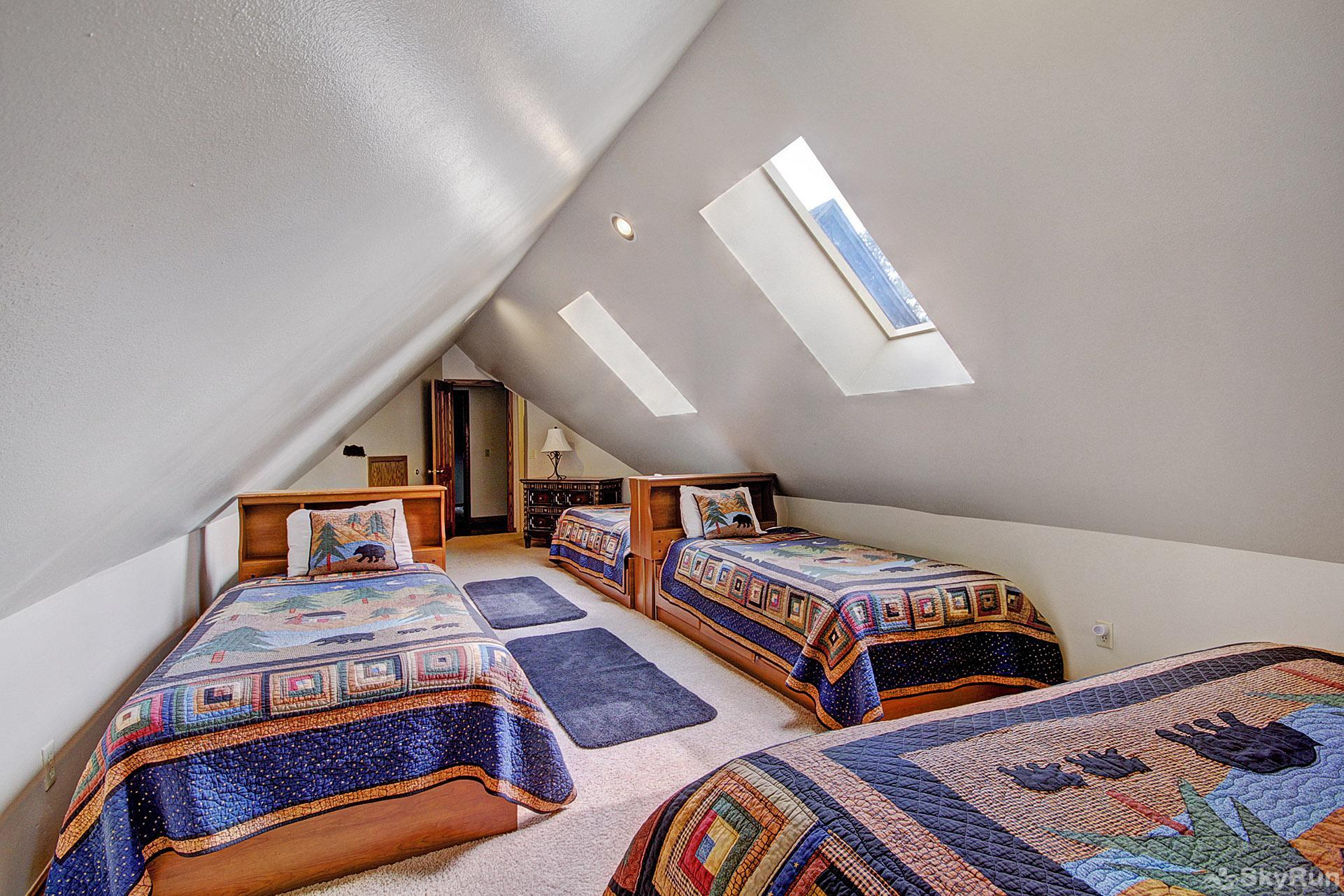 Gold King Lodge Bedroom with 5 beds