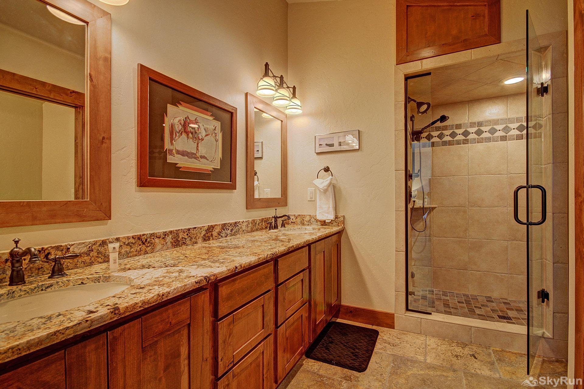 Casa de Plata King Ensuite Bathroom (Upper Level)