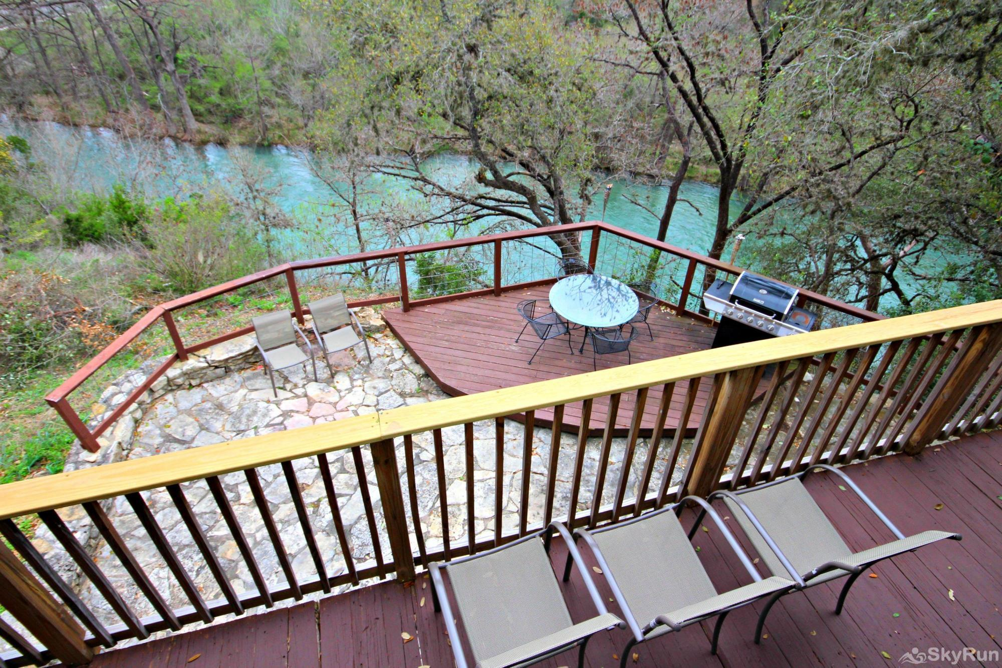 RICKS RIVER HAUS Two Deck Spaces Overlooking the Beautiful Guadalupe River