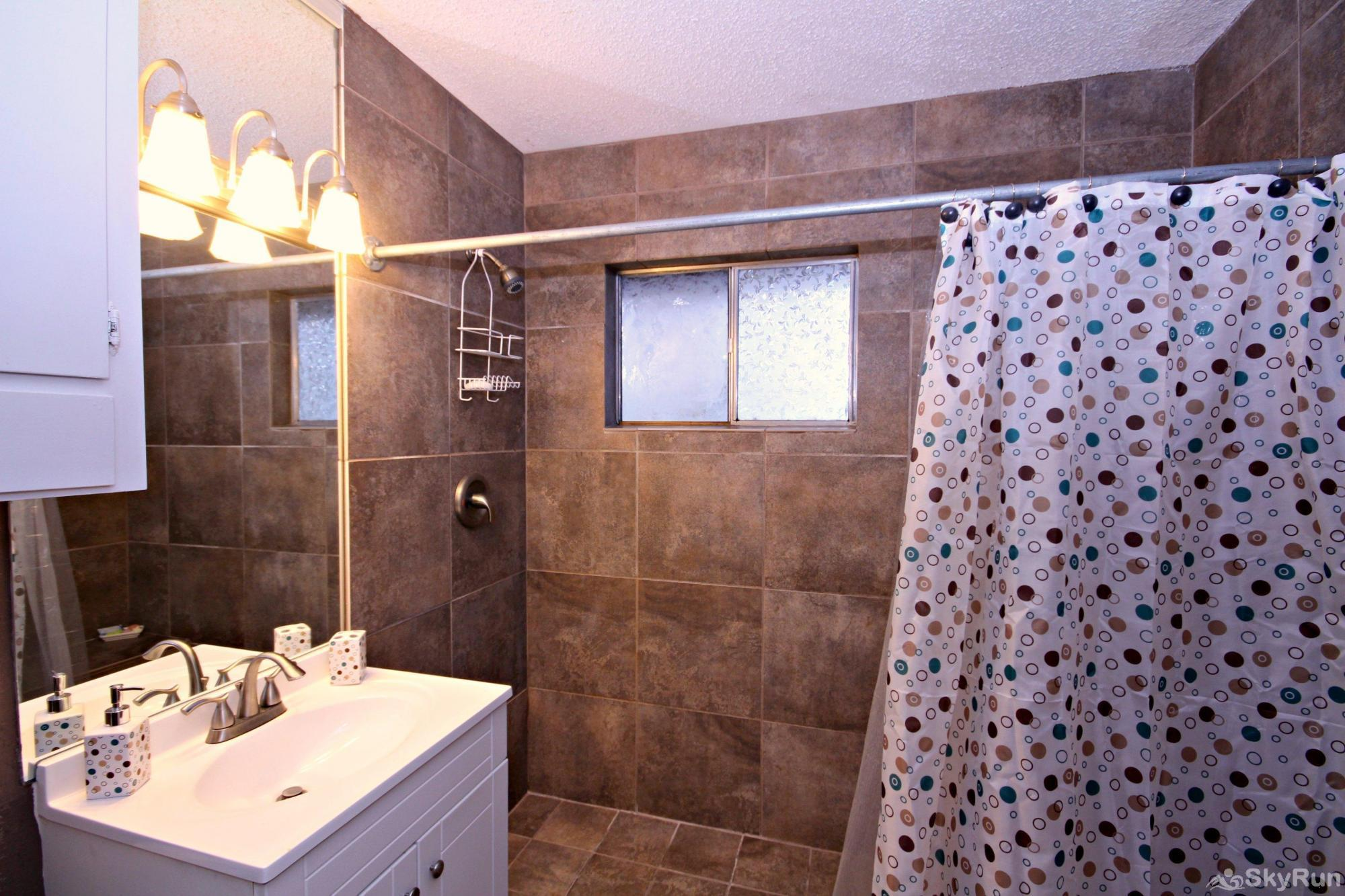 RICKS RIVER HAUS Full Bath with Large, Walk-in Shower