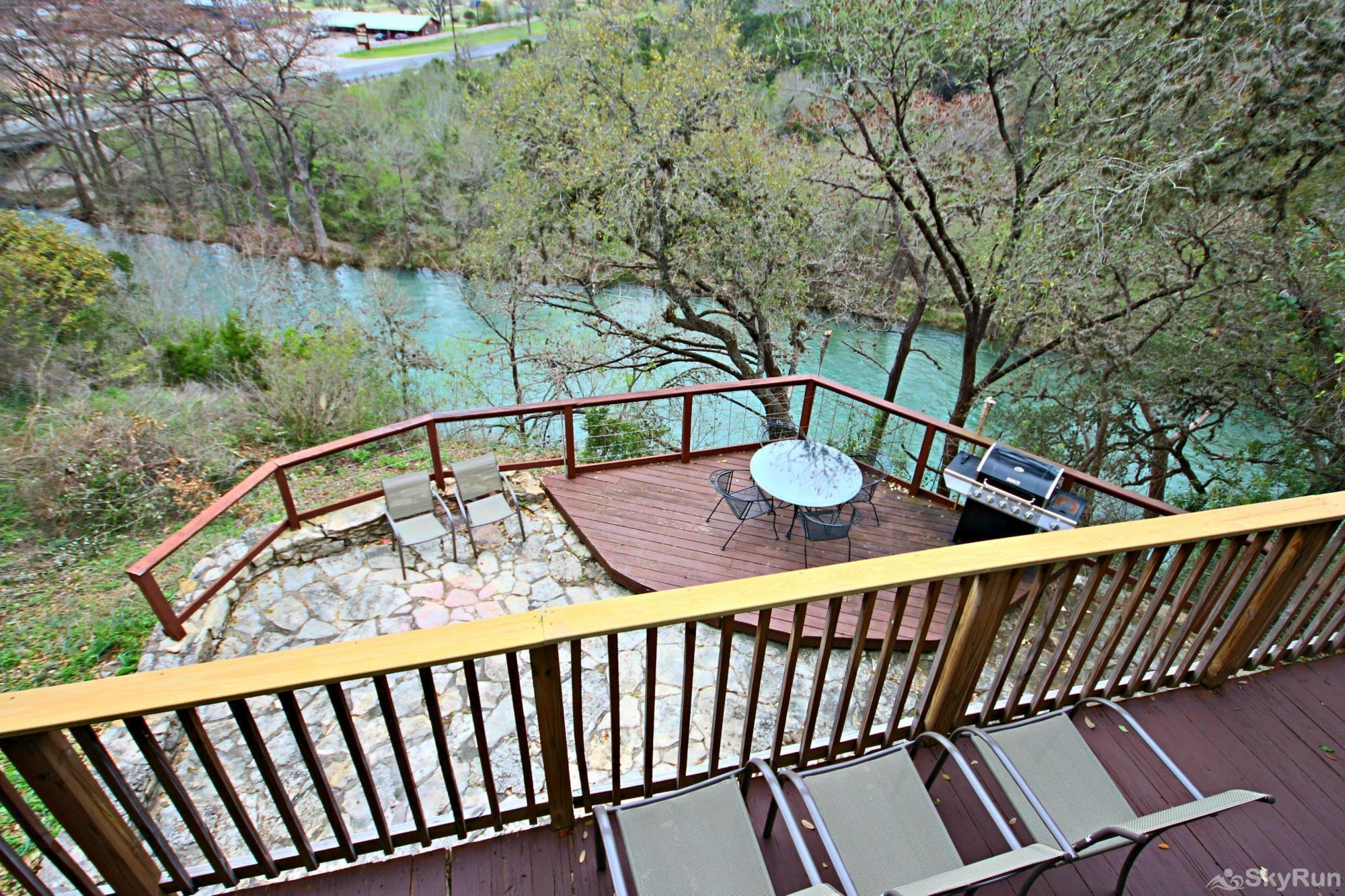 RICKS RIVER HAUS Book Your Guadalupe River Vacation Today!