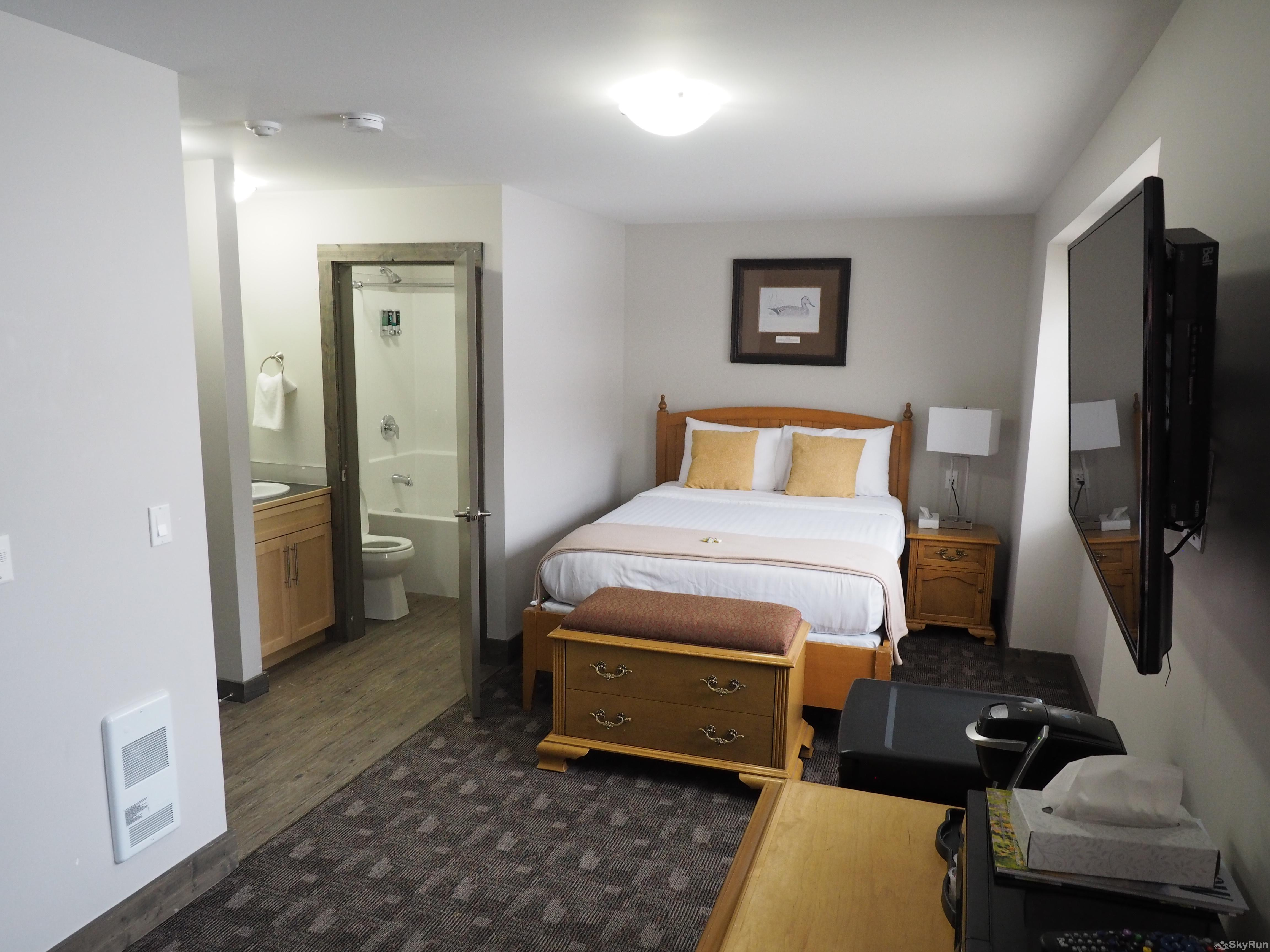 Apex Lodge Standard Room - 7 Queen bed