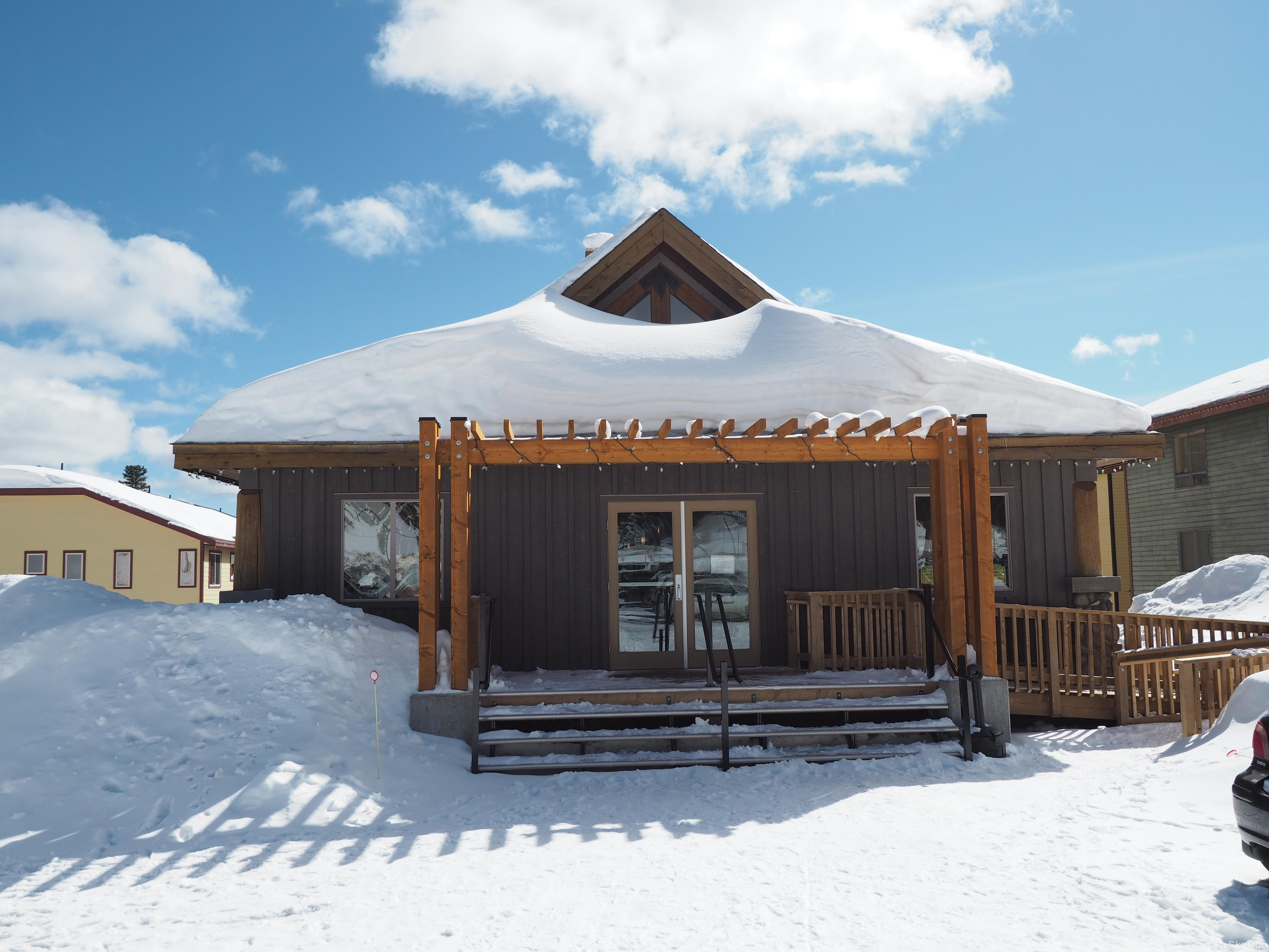 Apex Lodge Standard Room - 7 Front of the Lodge