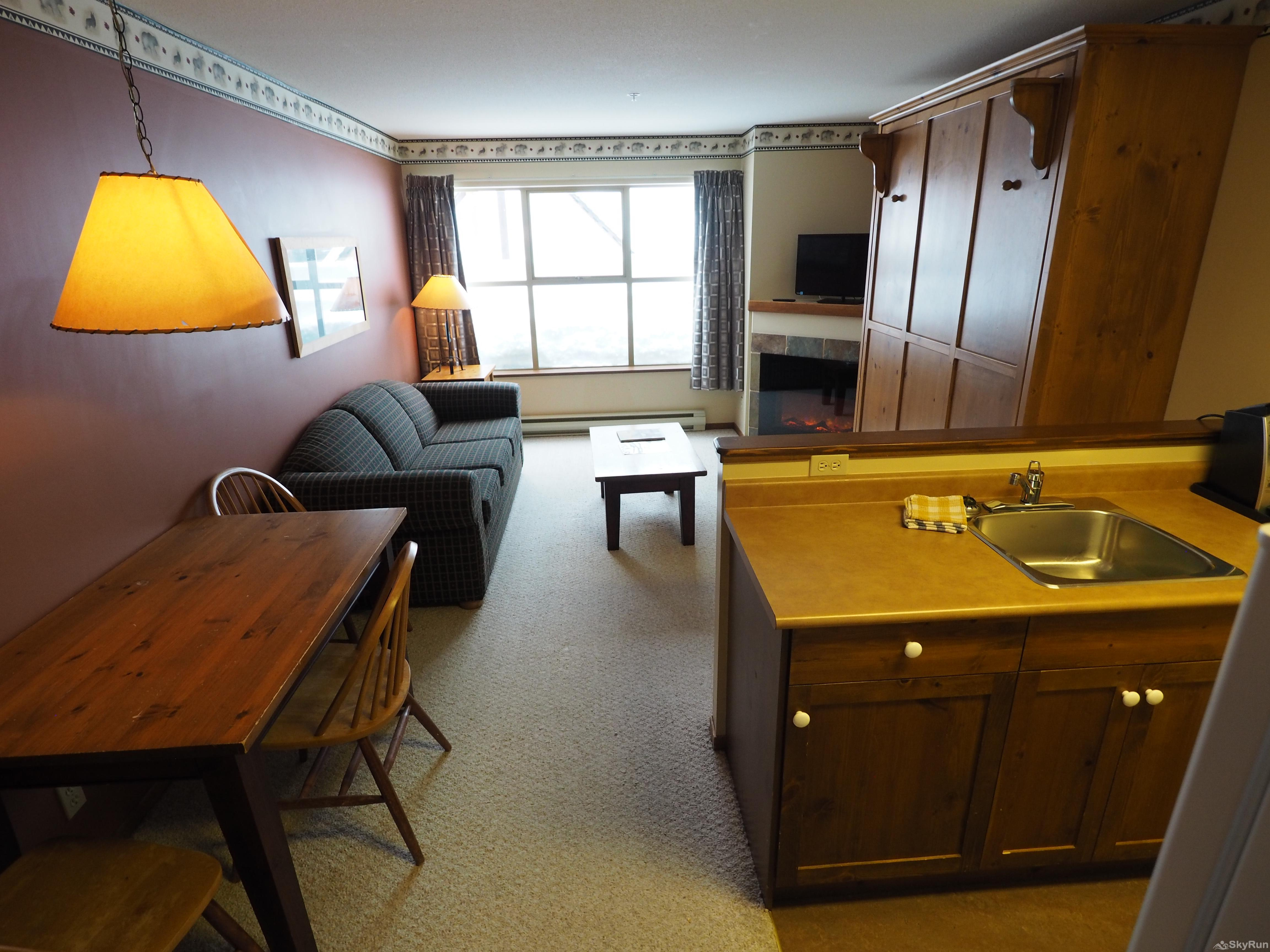 Apex Mountain Inn 1 BDRM Suite 211-212 Dining room