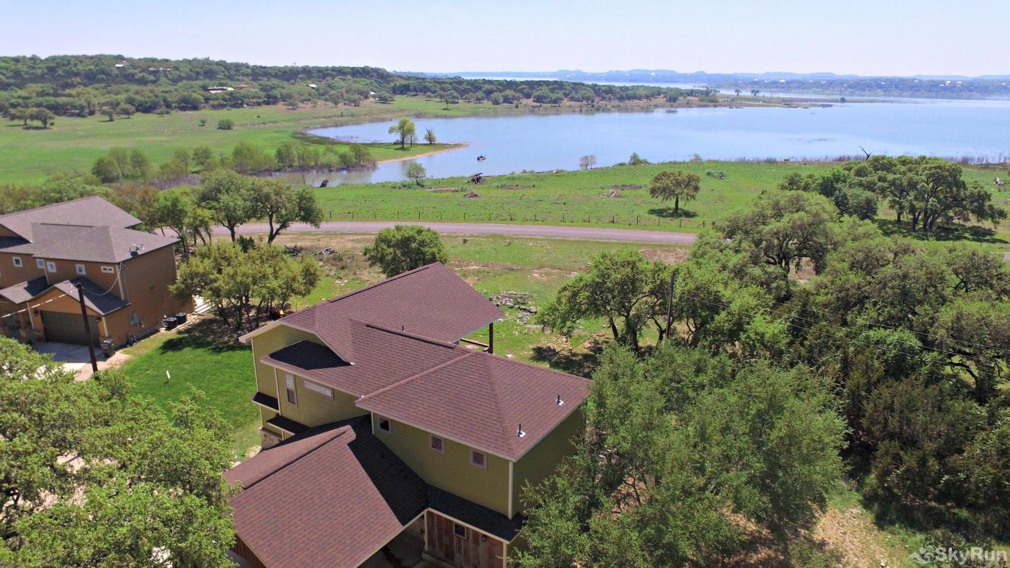 CLOUDFIRE RETREAT Two Neighboring Homes with Lake View