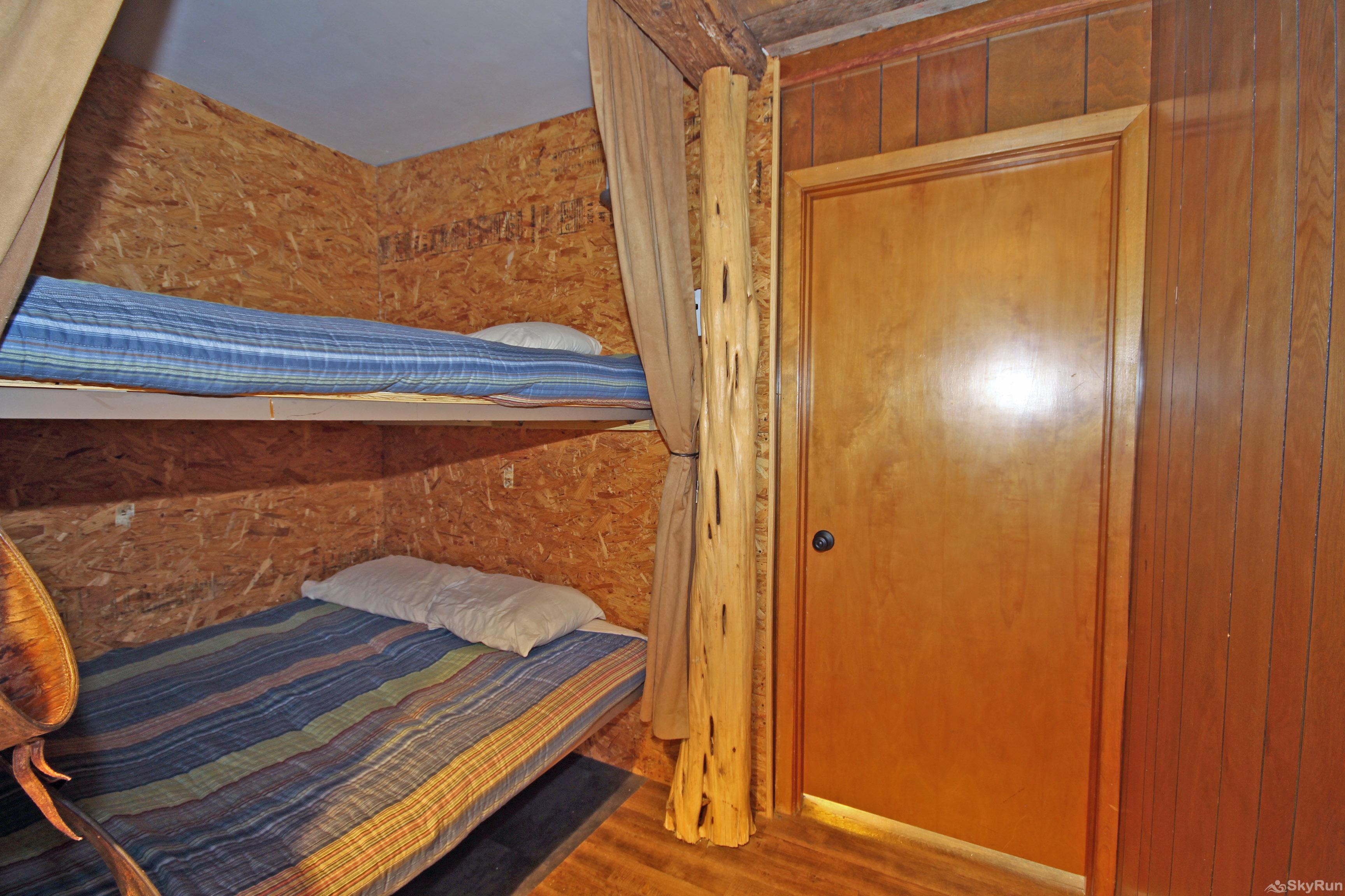 LUCKY GOAT HOUSE Alcove with Queen Bunk Beds