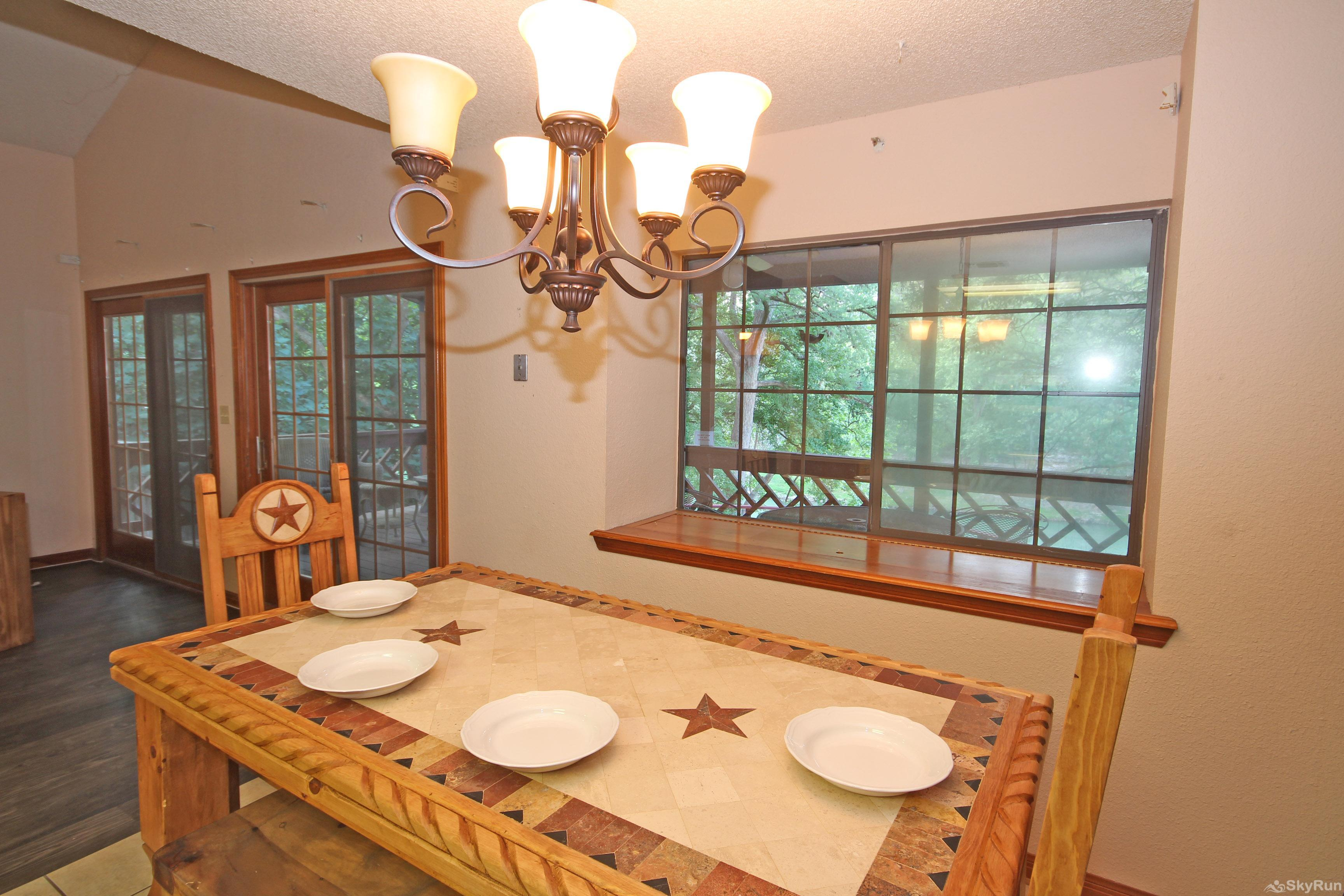 PONDEROSA PARADISE Dining Space with River View