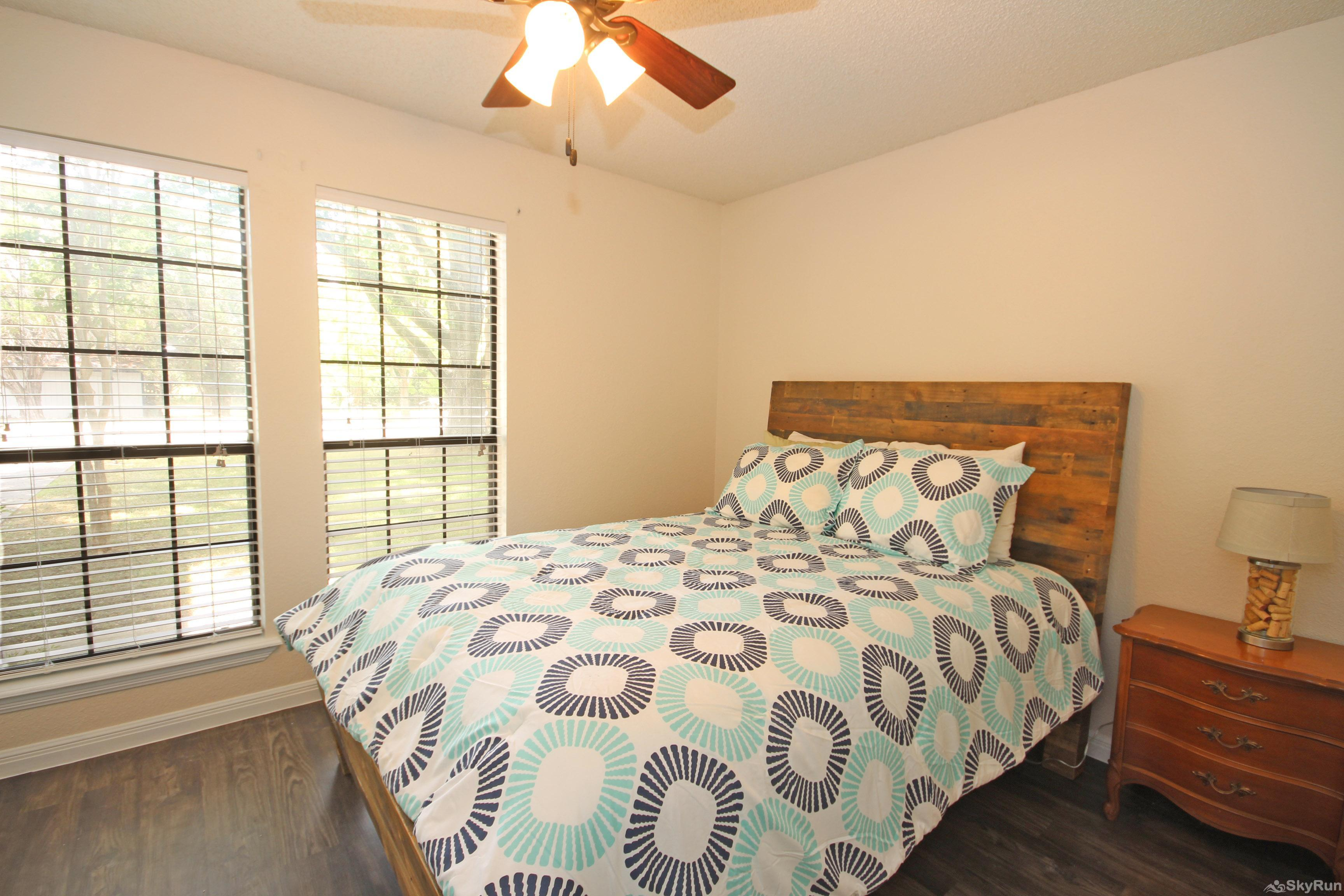 PONDEROSA PARADISE Second Bedroom with Queen Bed