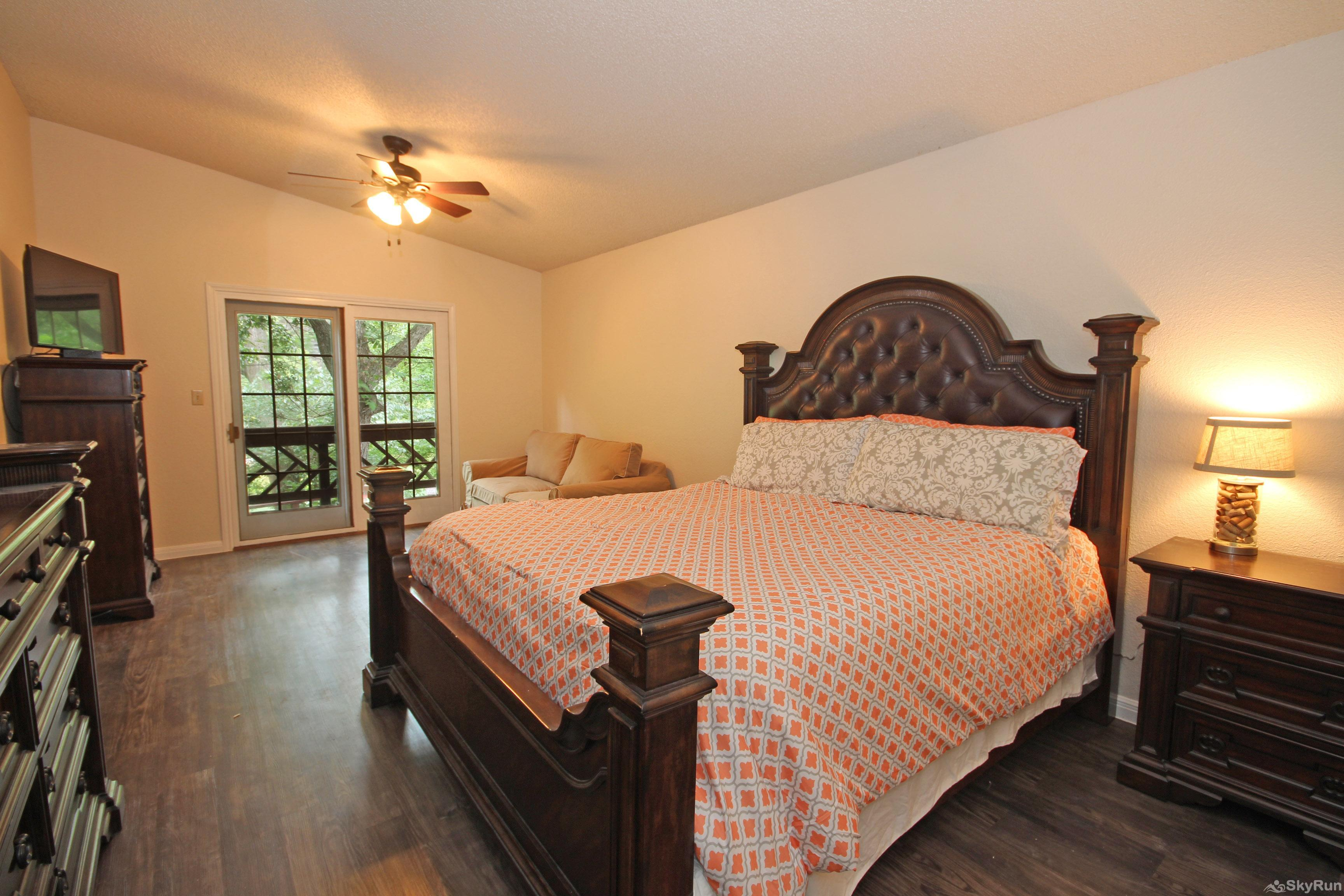 PONDEROSA PARADISE Large Master Bedroom with King Bed and River View