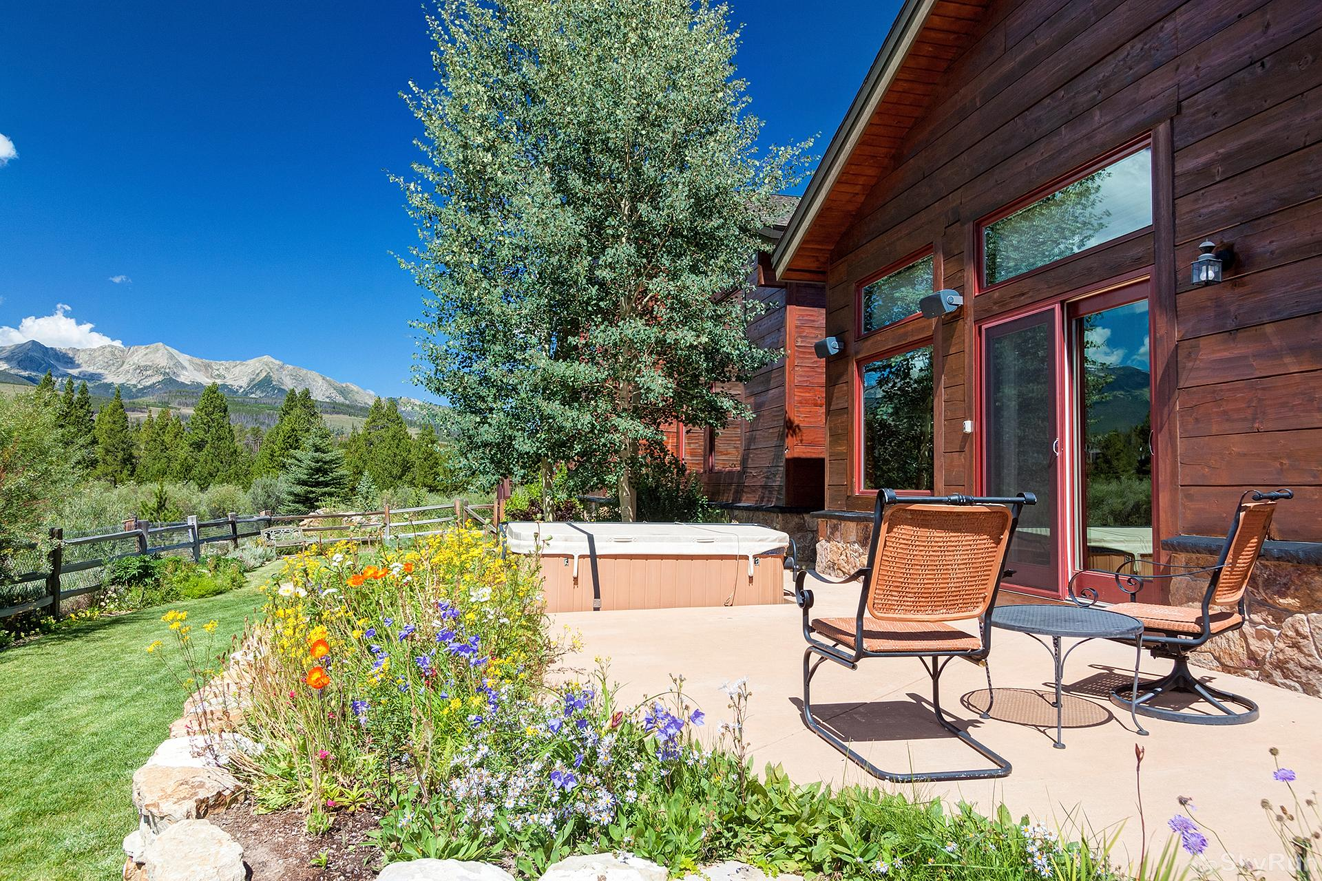 Swan River Retreat Outdoor patio with seating and mountain views