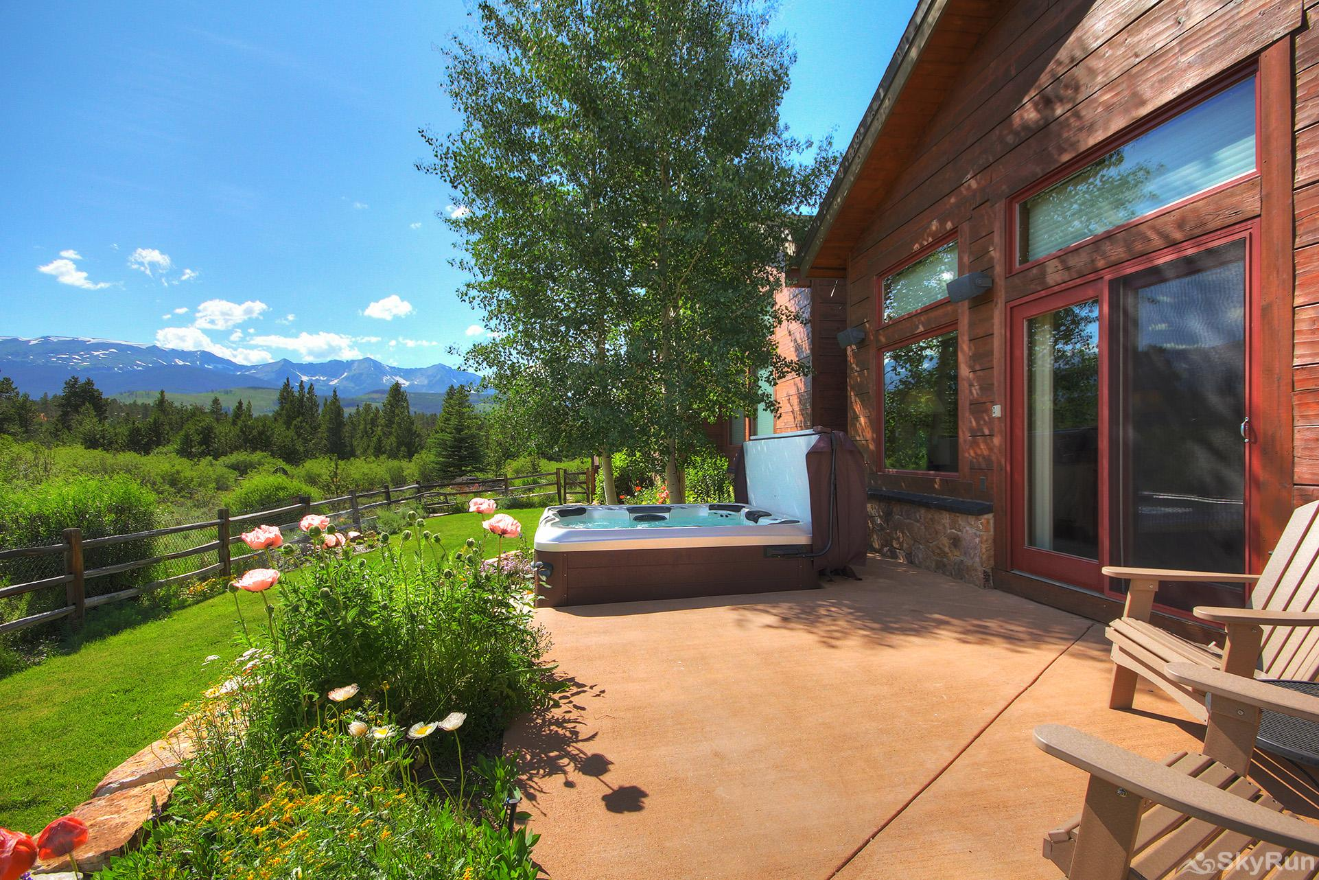 Swan River Retreat Gorgeous back patio with private hot tub