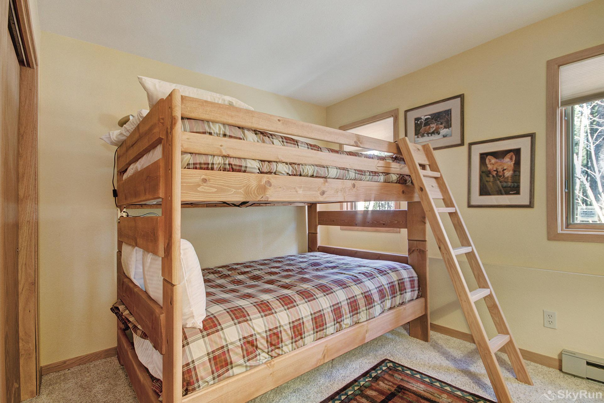 Dancing Moose Lodge Double bunk sleeps 4
