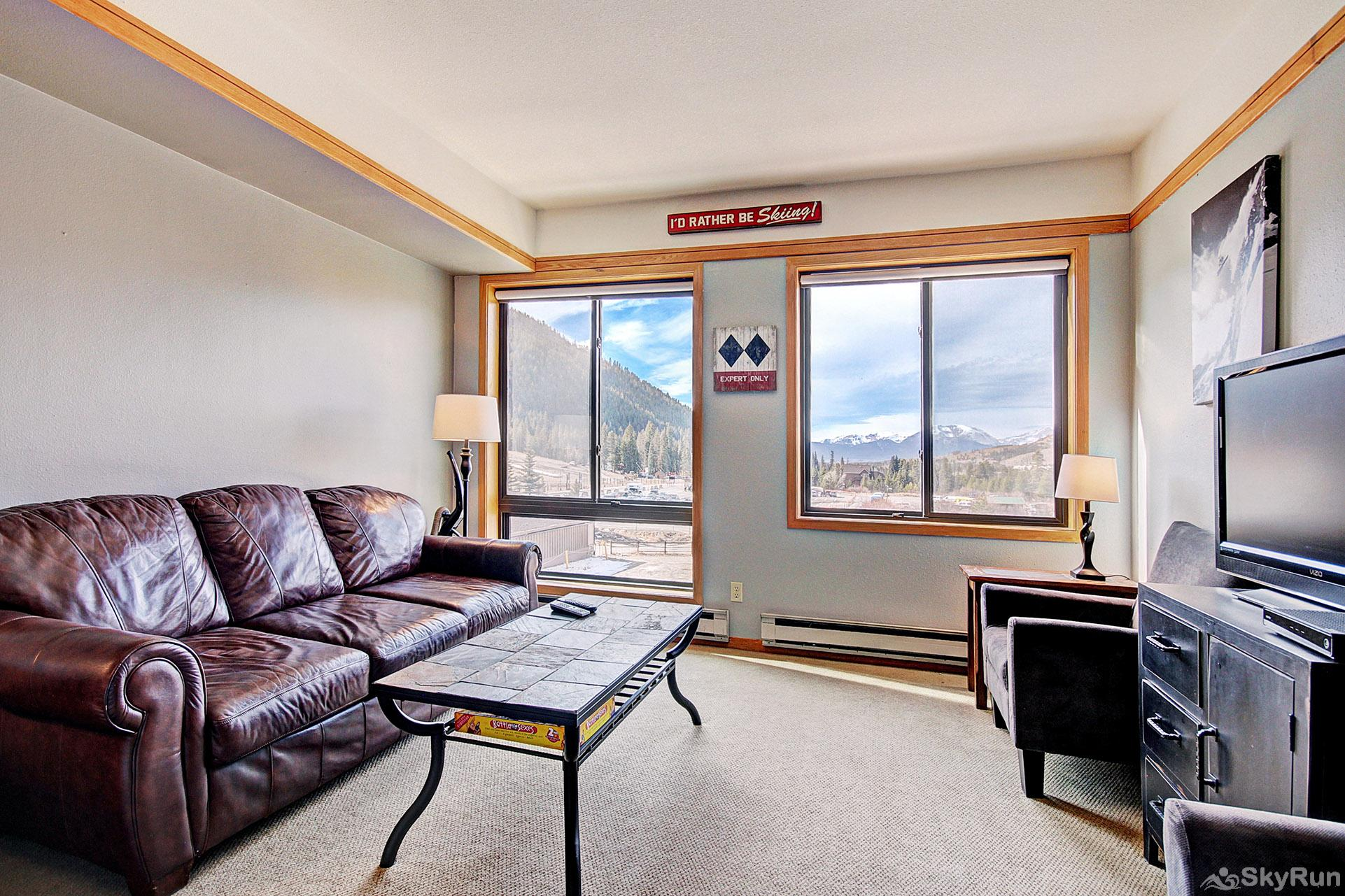 2752 Slopeside Living Room