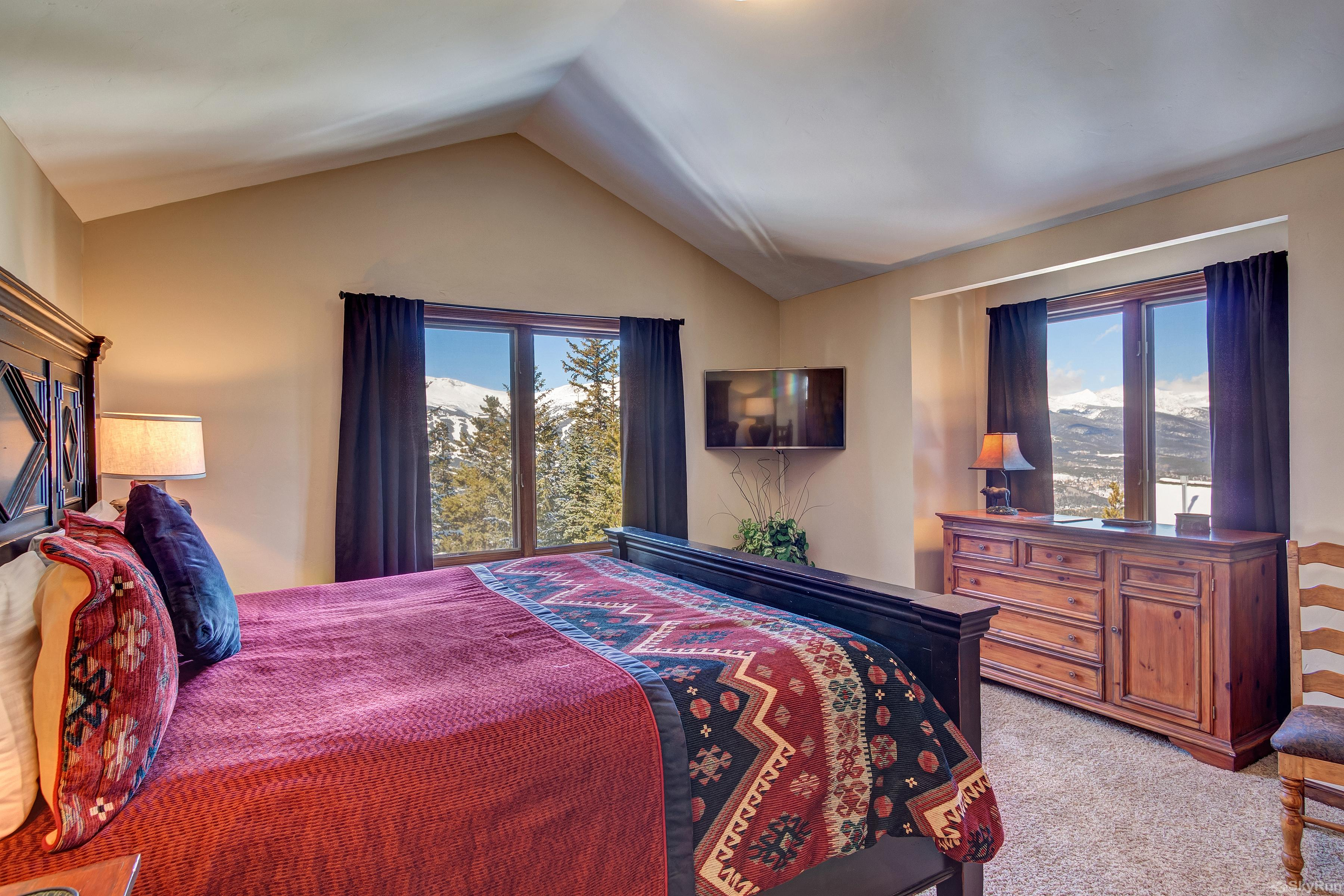 Grande Vista Wide-open views and TV in master bedroom