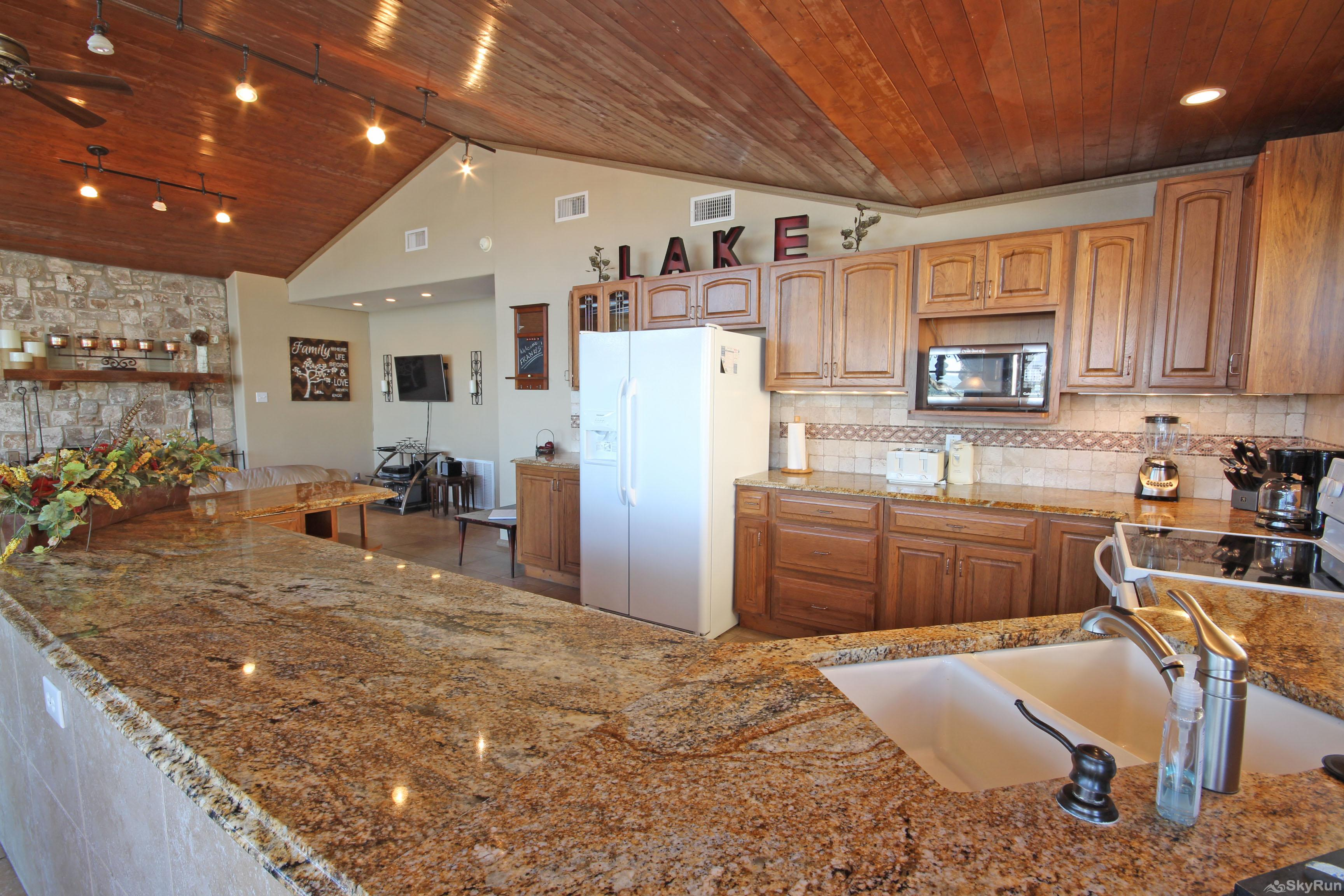 PLAYA DEL SOL Fully Equipped Kitchen with Granite Counters