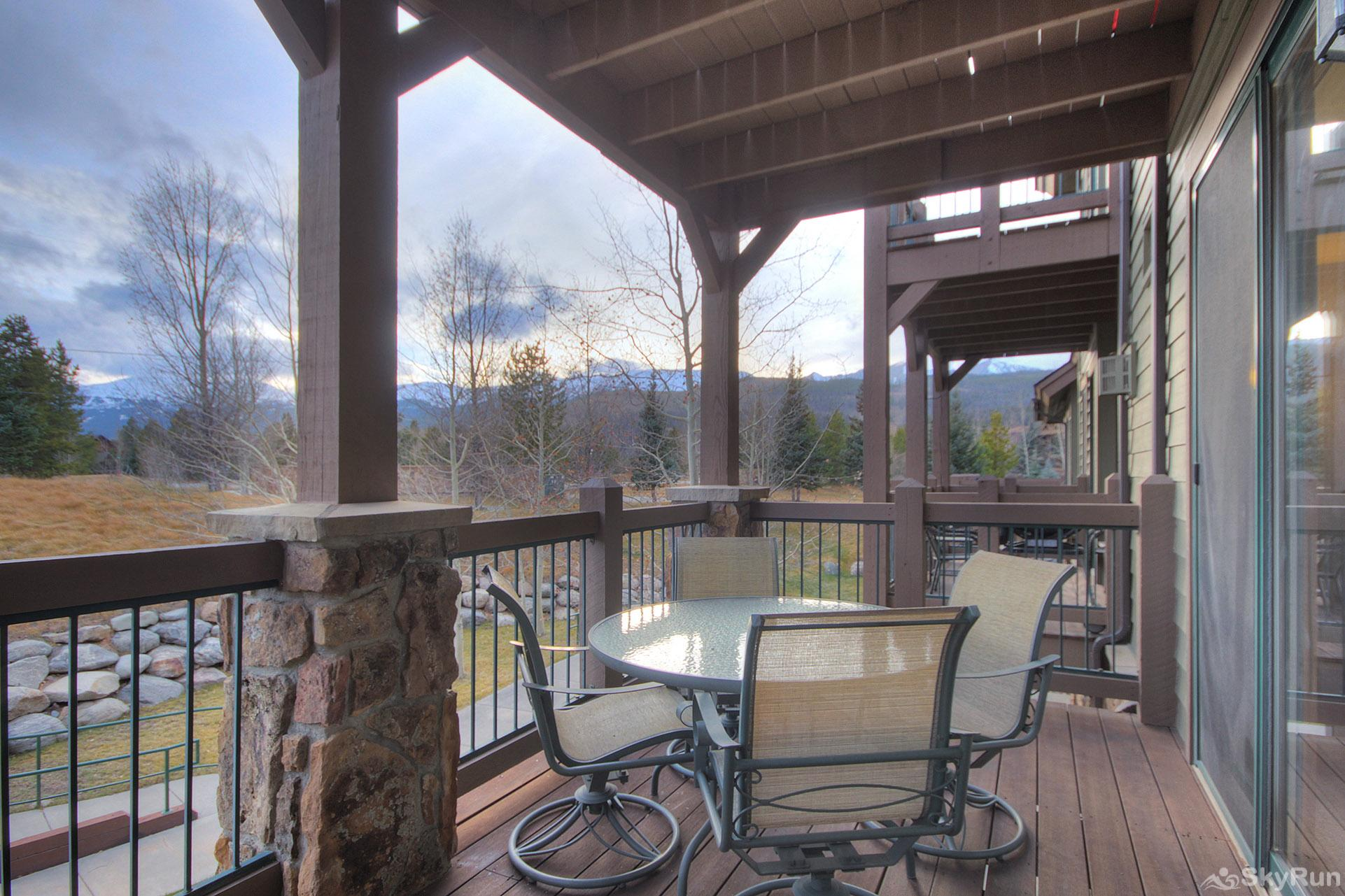 Highland Greens Lodge 211 Huge private deck overlooking the hot tubs!