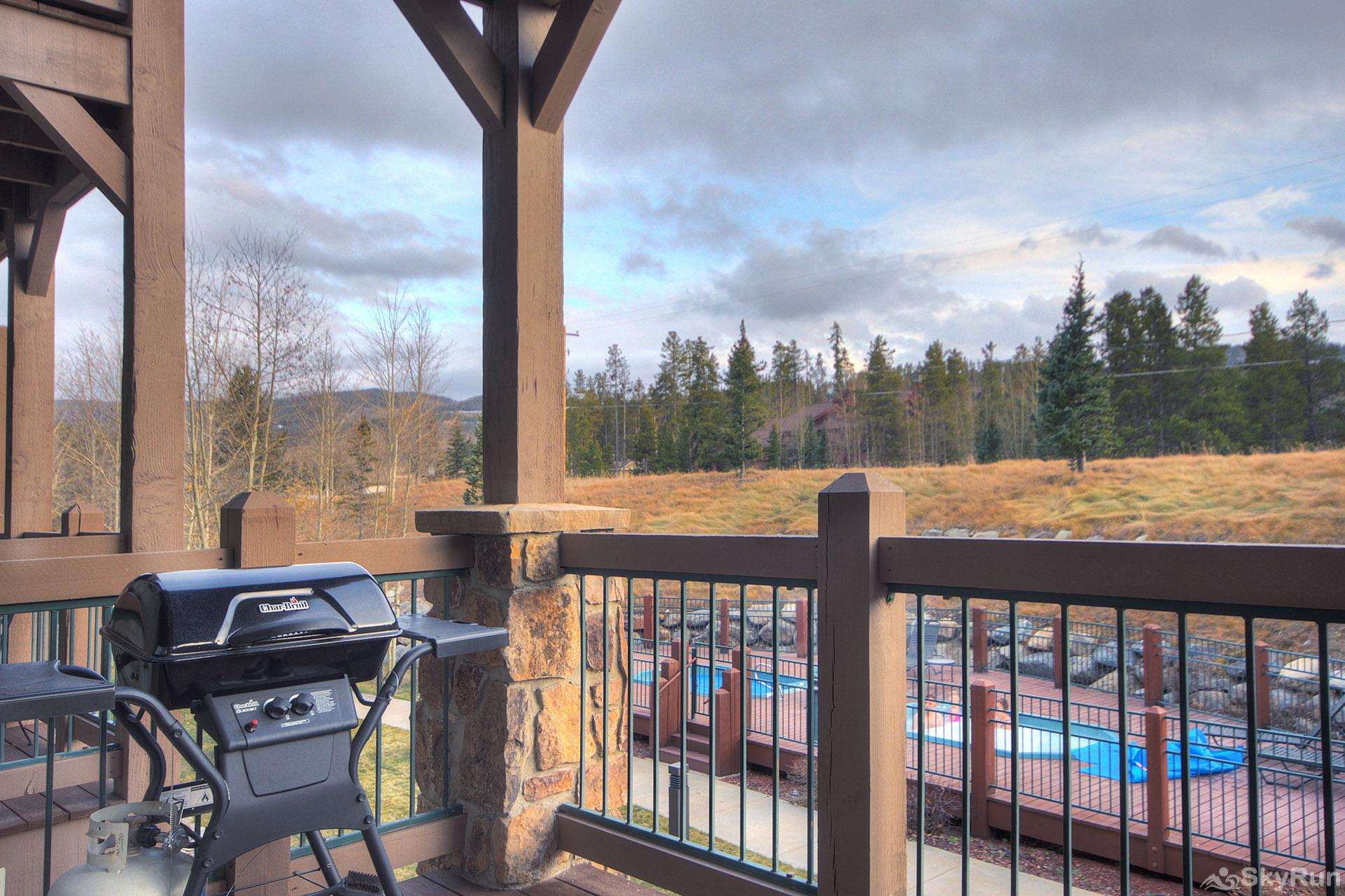 Highland Greens Lodge 211 Private deck with gas BBQ