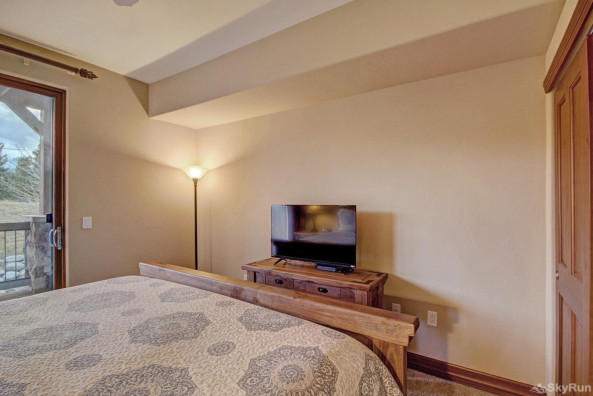 Highland Greens Lodge 211 King master suite with flat screen TV