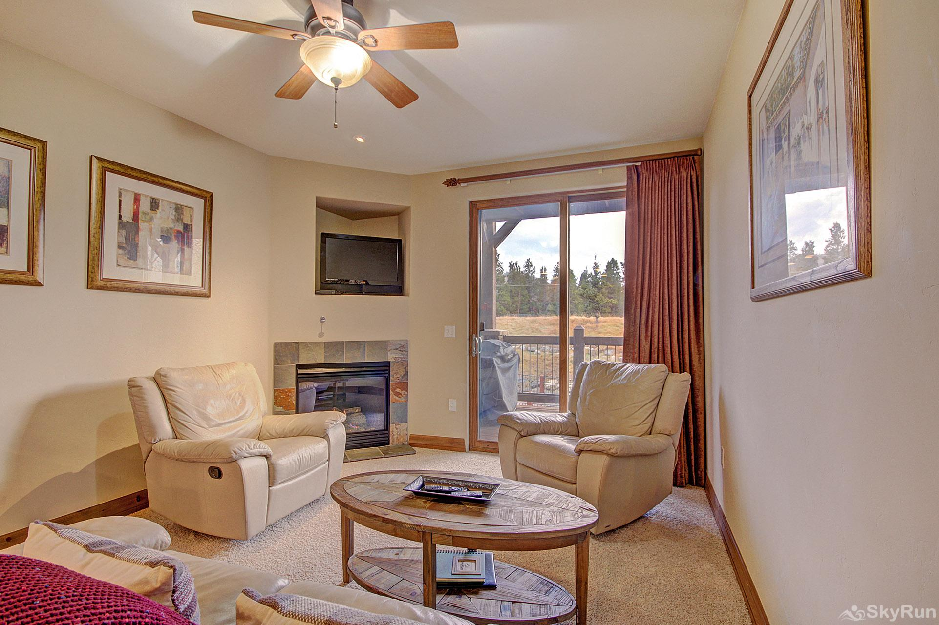 Highland Greens Lodge 211 Spacious living room with gas fireplace