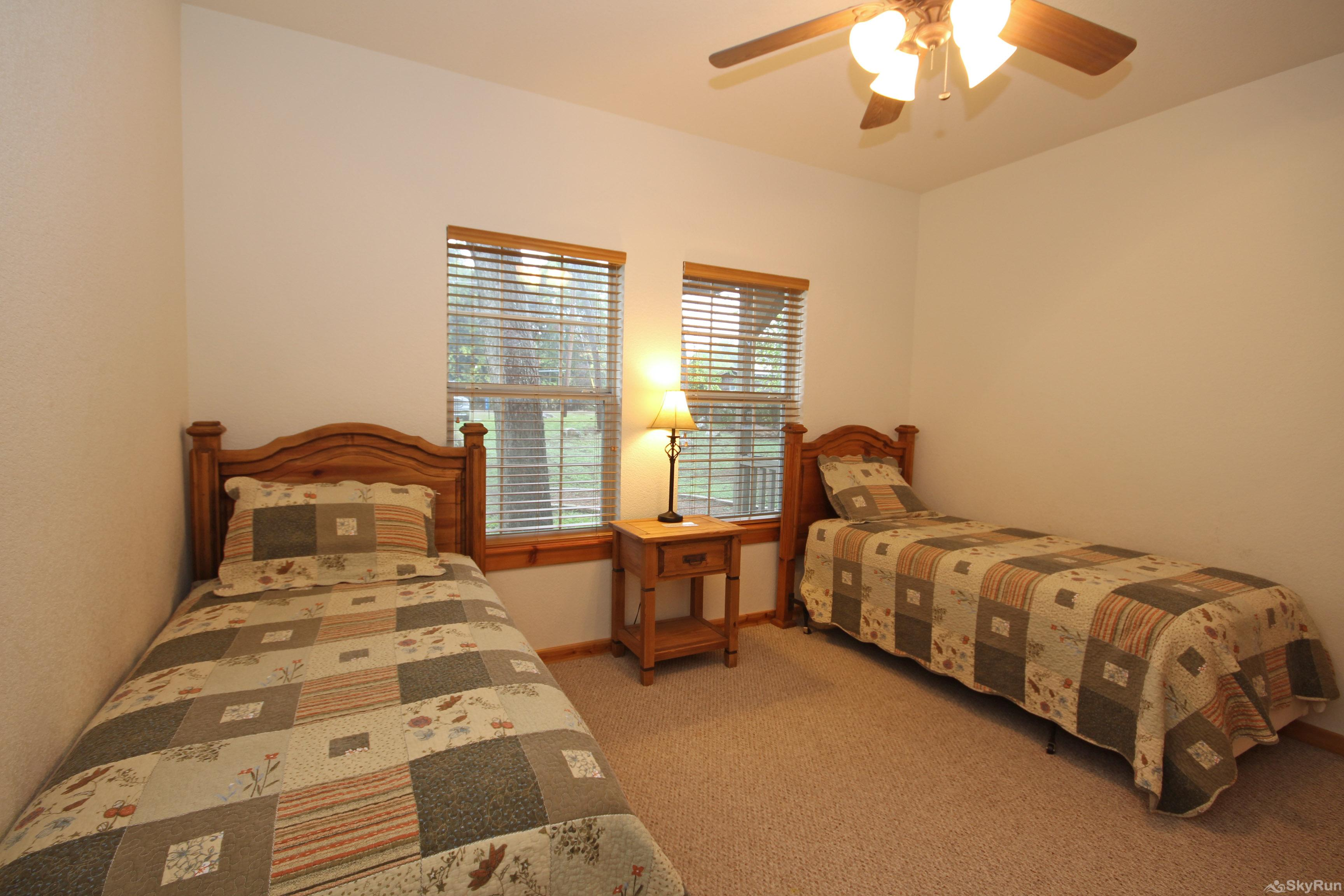 MARICOPA RIVER RESORT Fourth Bedroom with Two Twin Beds