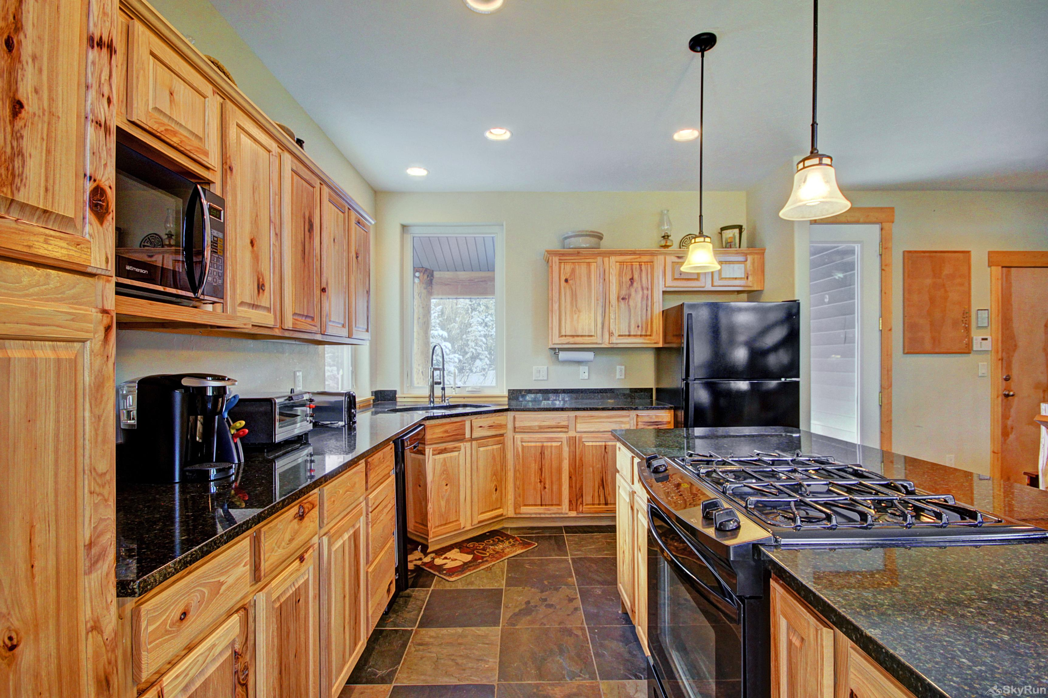 Twin Creek Lodge Large fully equipped kitchen with full size fridge and dishwasher