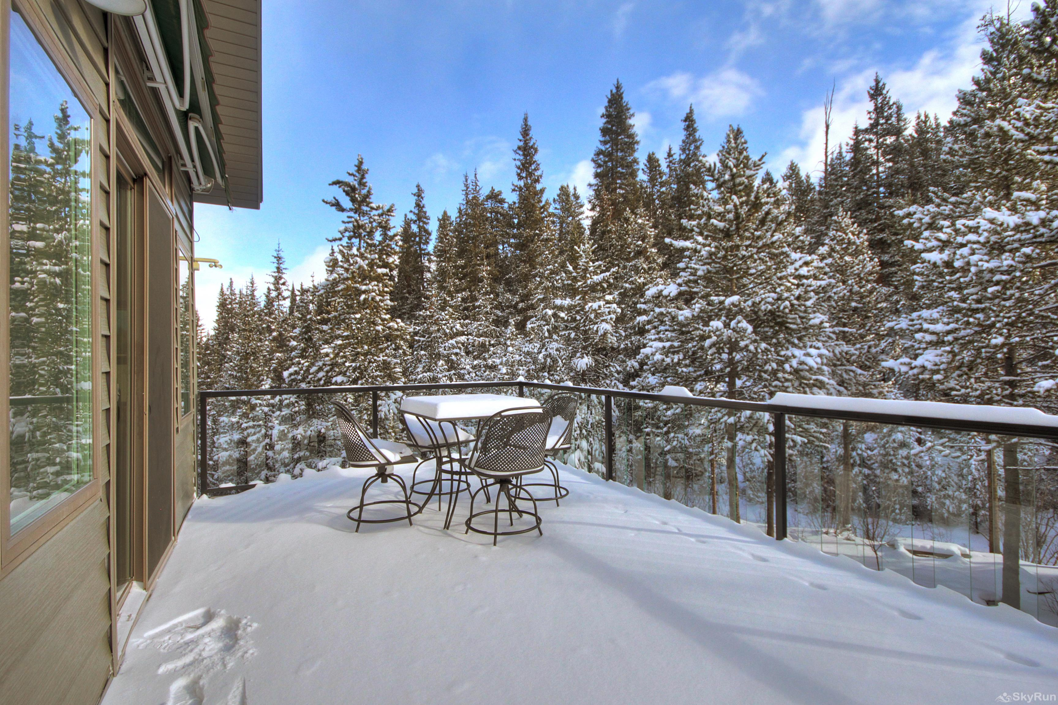 Twin Creek Lodge Large outdoor deck overlooks the nearby creek