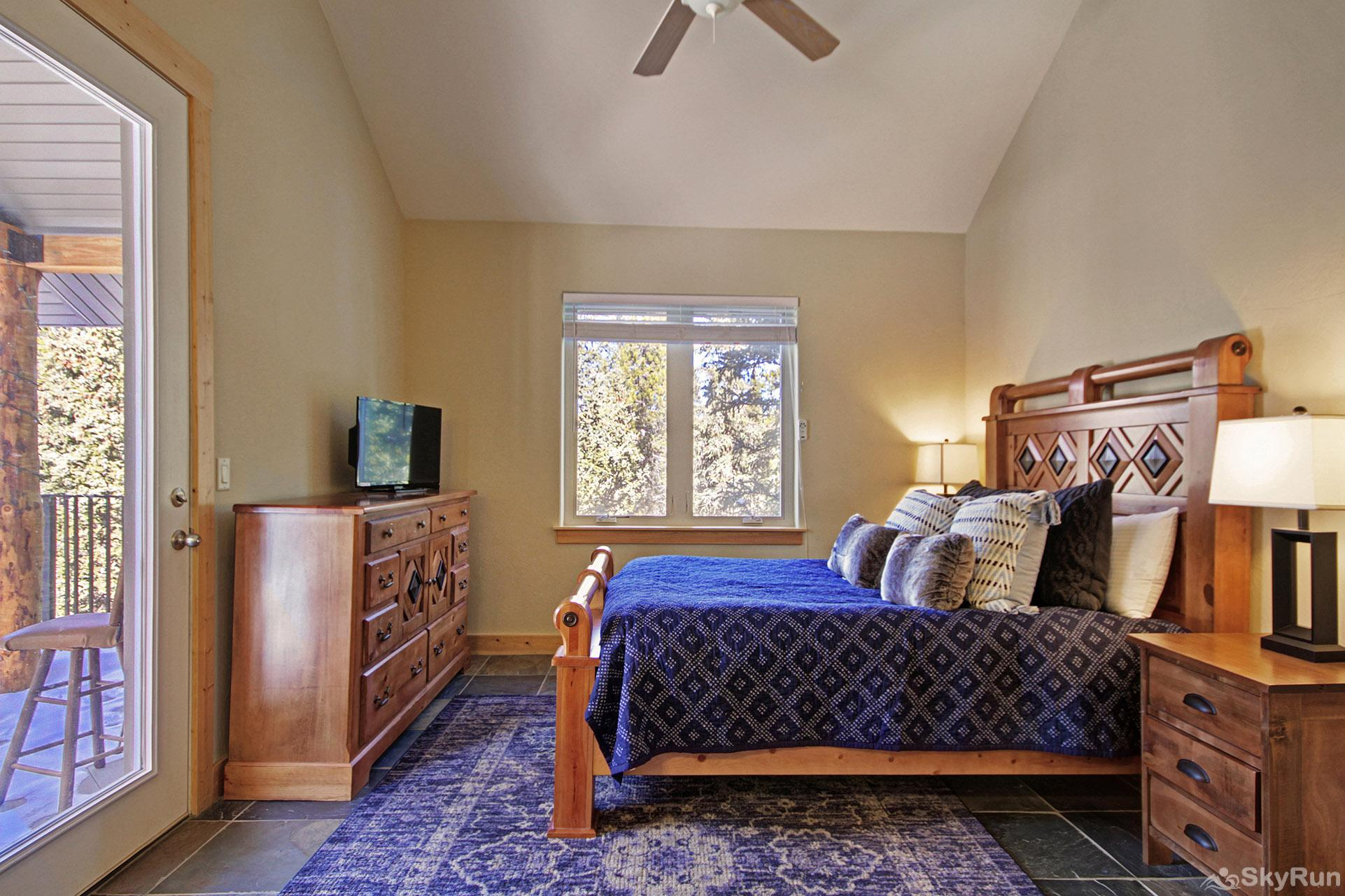 Twin Creek Lodge Luxurious queen suite with flat screen TV