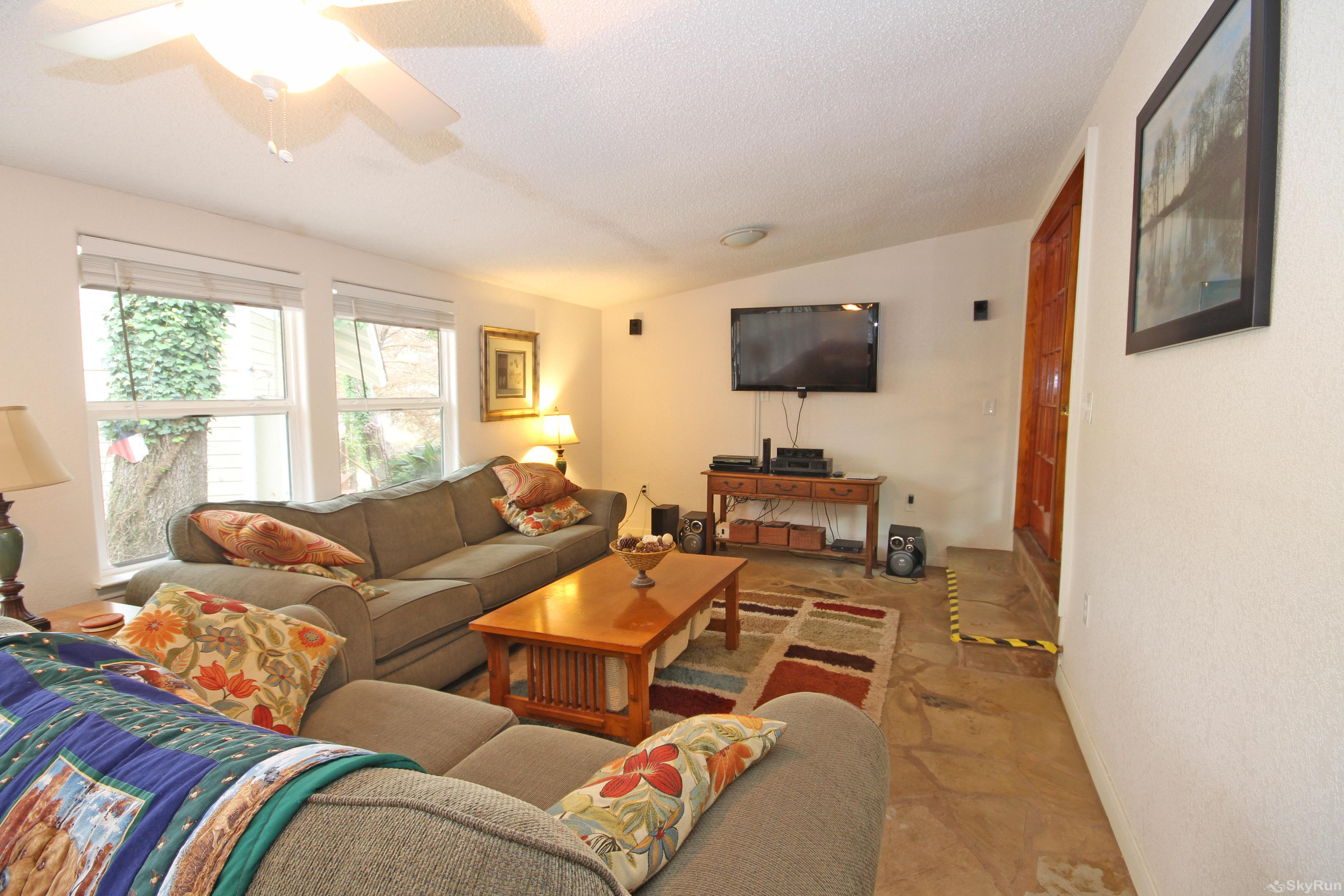 STAR OF TEXAS Second Living Area with HDTV and River View
