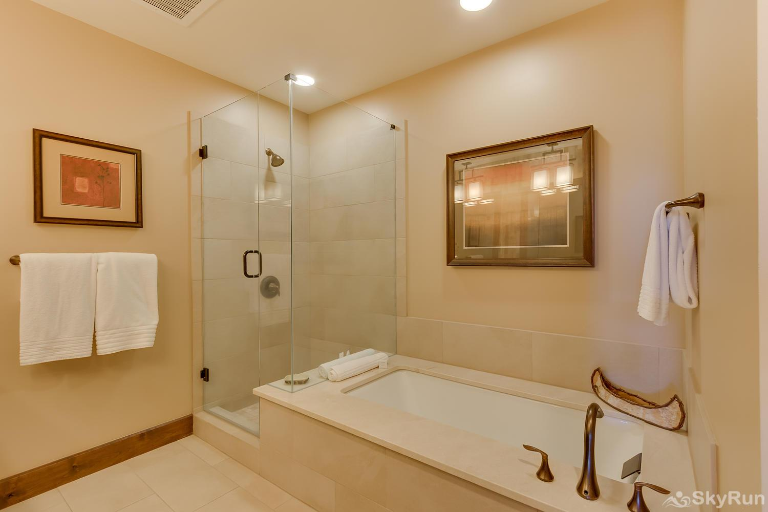 Sierra Range Northstar Lodge Luxury Condo Master En-suite Bath 1