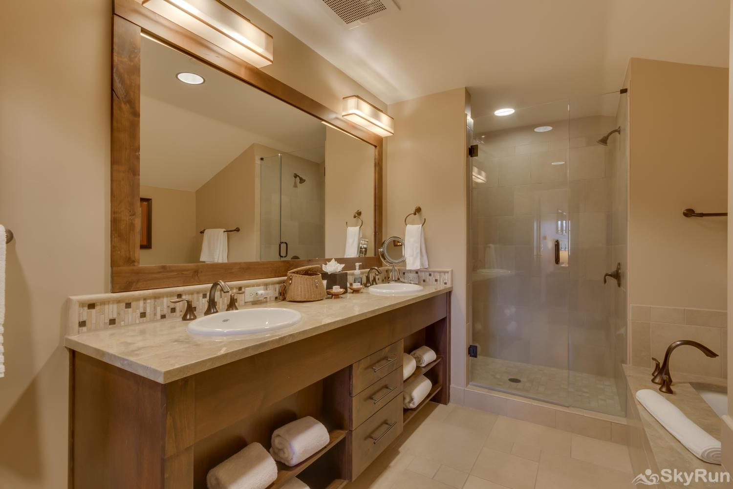 Sierra Range Northstar Lodge Luxury Condo Master En-suite Bath 2