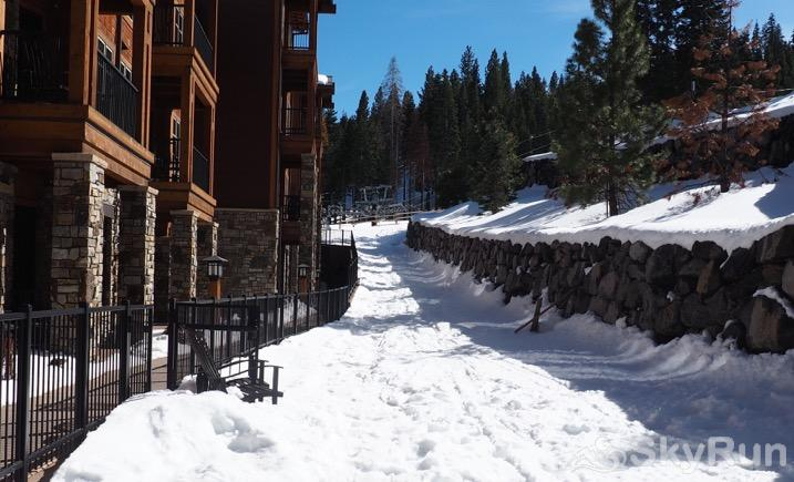 Sierra Range Northstar Lodge Luxury Condo Ski-in from the Highlands Gondola