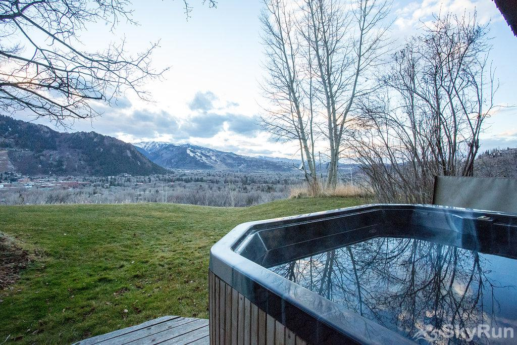 711 Spruce St. 6BR Hot Tub With Red Mountain Views